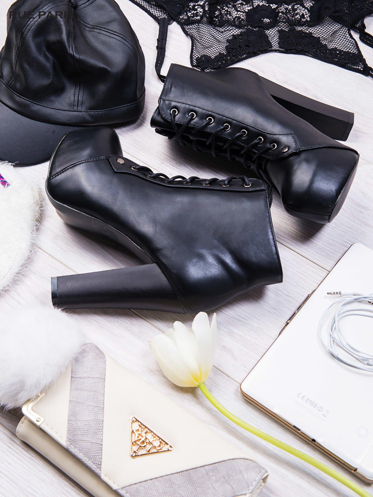 Czarne sznurowane botki na słupku ze skóry z ociepleniem                                  zdj.                                  2