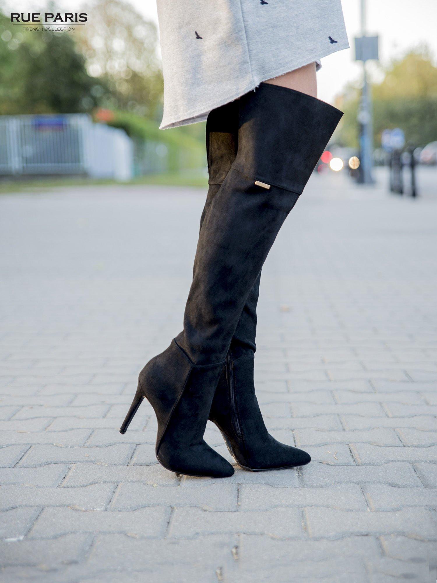 Czarne zamszowe kozaki na szpilkach za kolano                                  zdj.                                  3