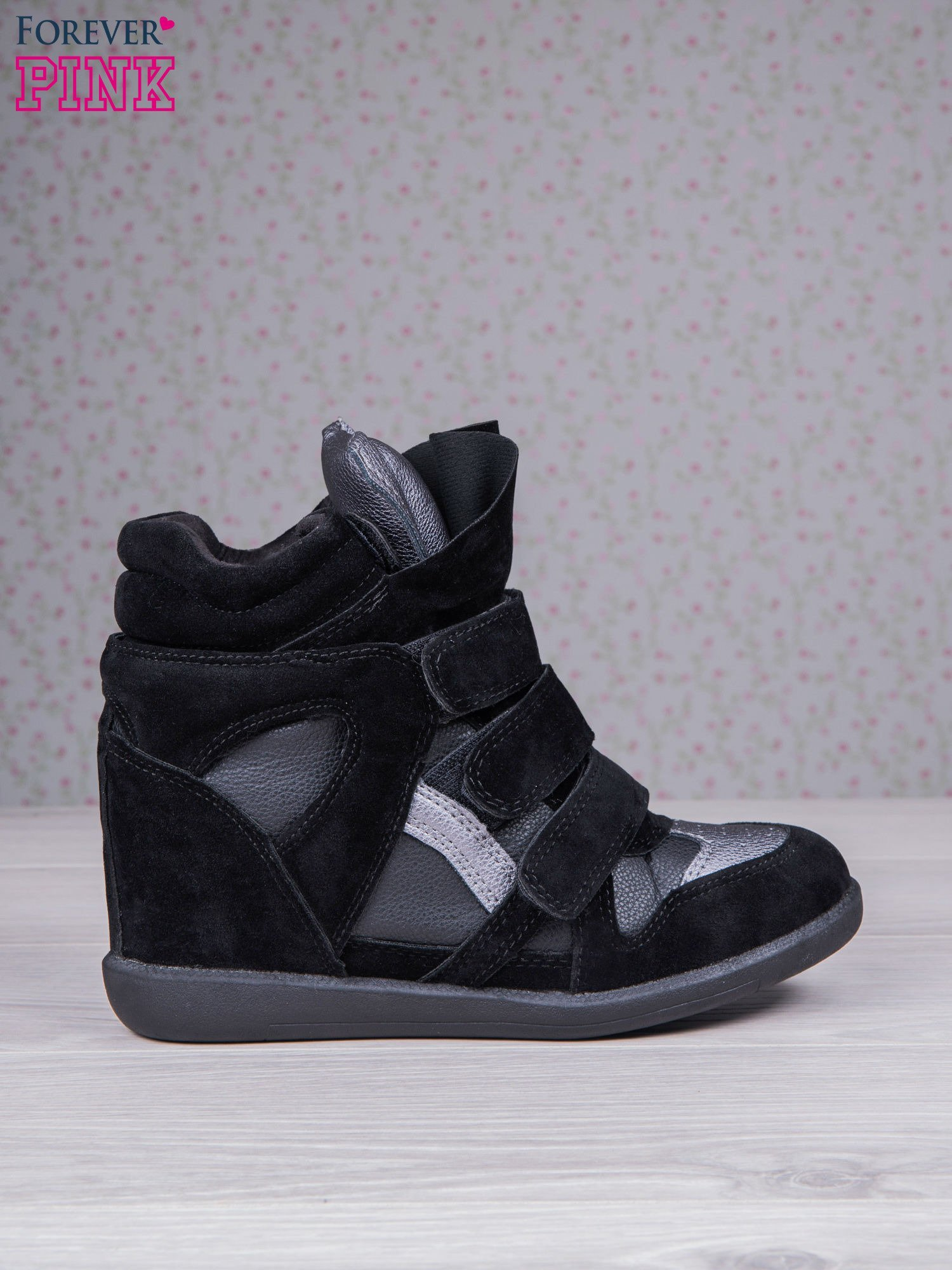 Czarne zamszowe sneakersy na rzepy  Axis z wstawkami                                  zdj.                                  2