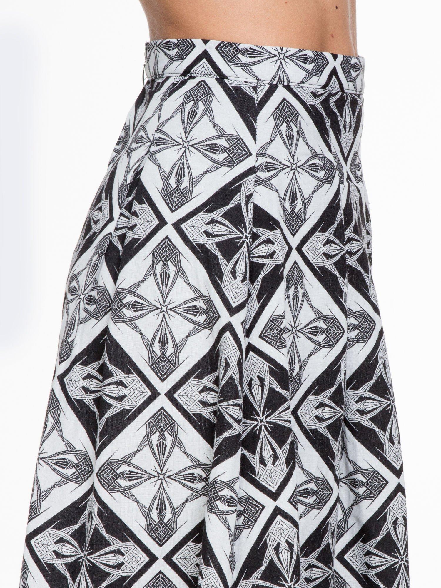 Czarno-biała rozkloszowana spódnica midi w ornamentowy wzór II                                  zdj.                                  5