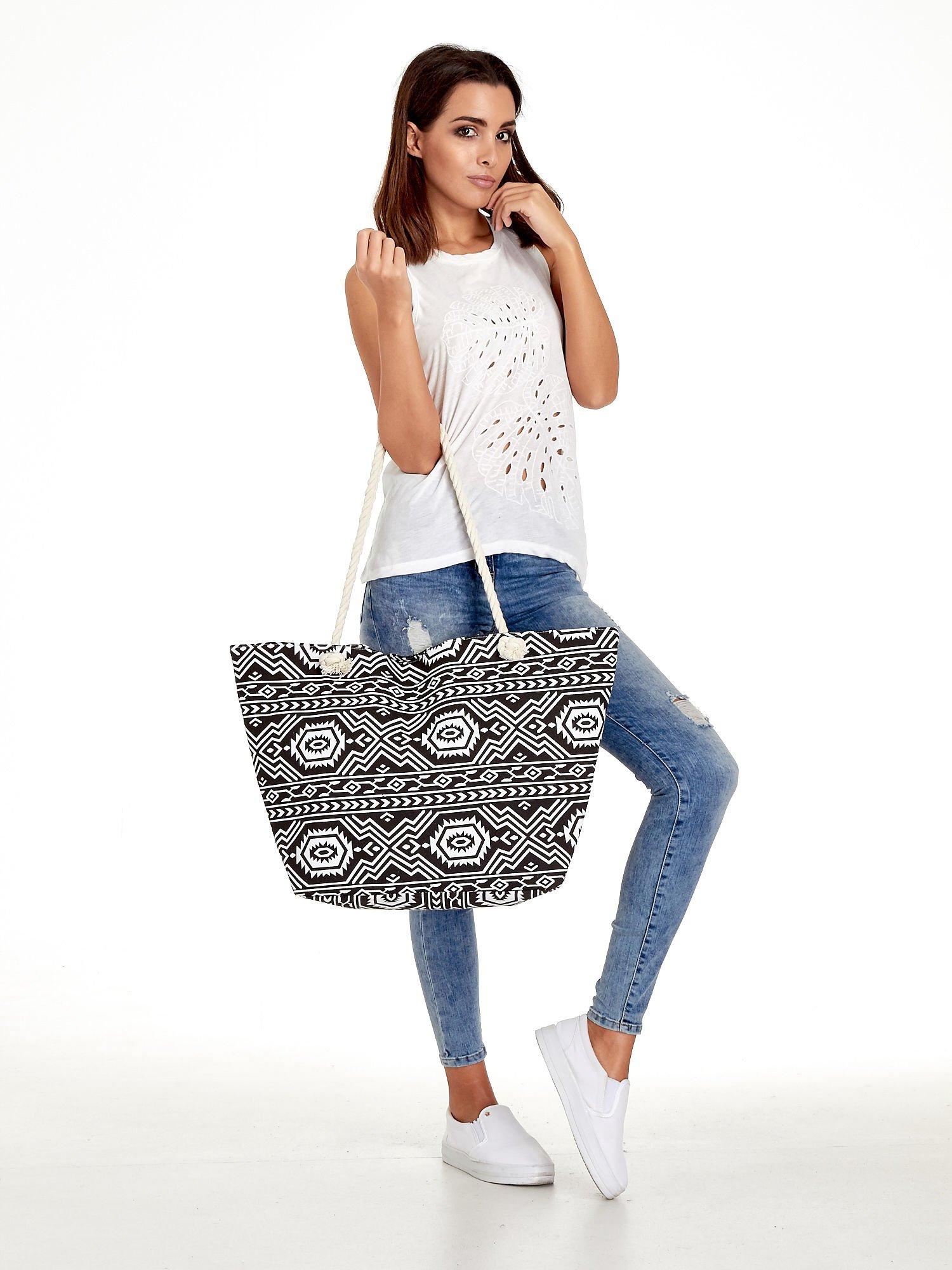 93c32fb5b4 Czarno-biała torba plażowa w azteckie wzory - Akcesoria torba - sklep  eButik.pl