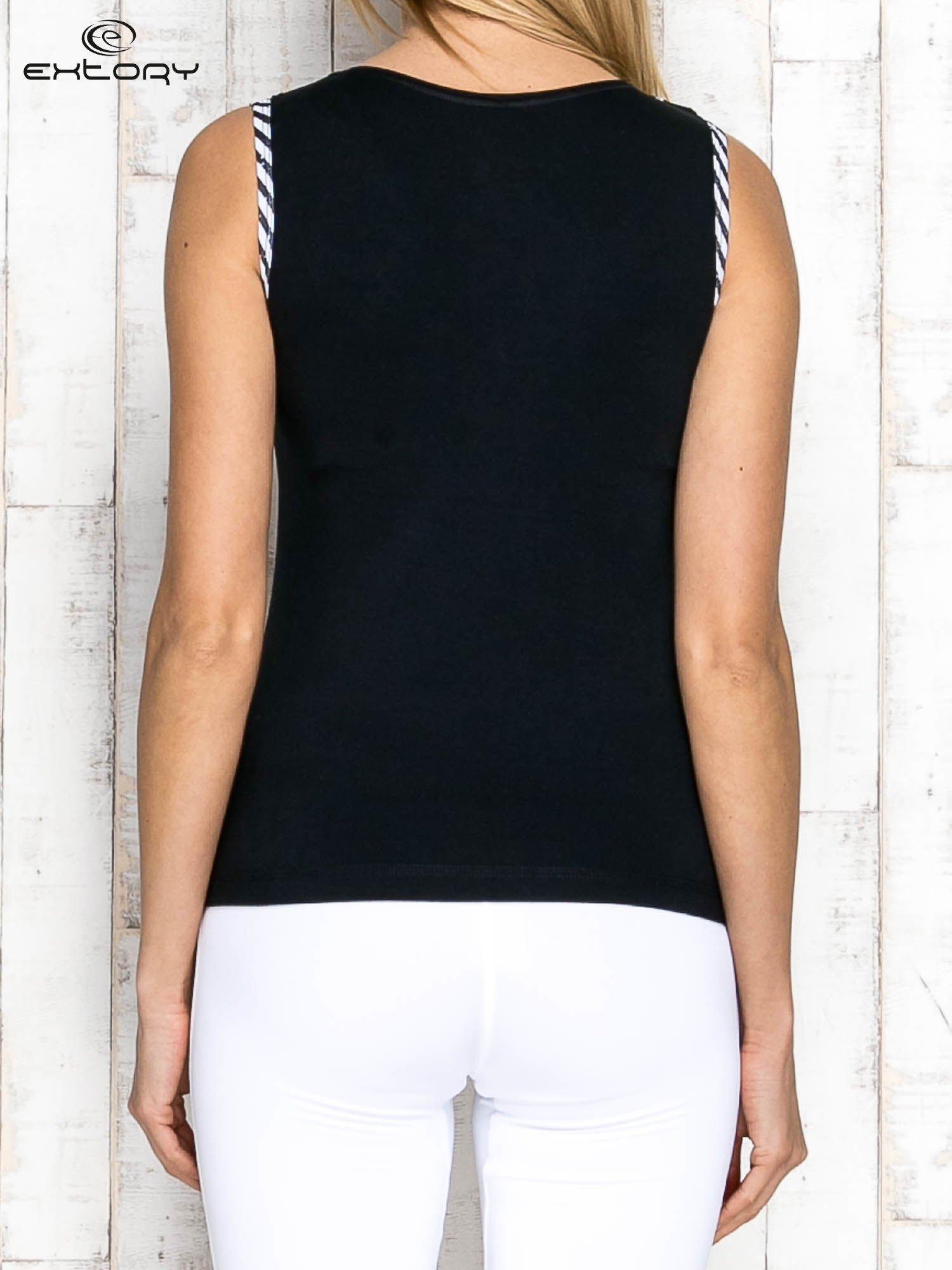 Czarno-biały top sportowy z lamówką w stylu marynarskim                                  zdj.                                  2