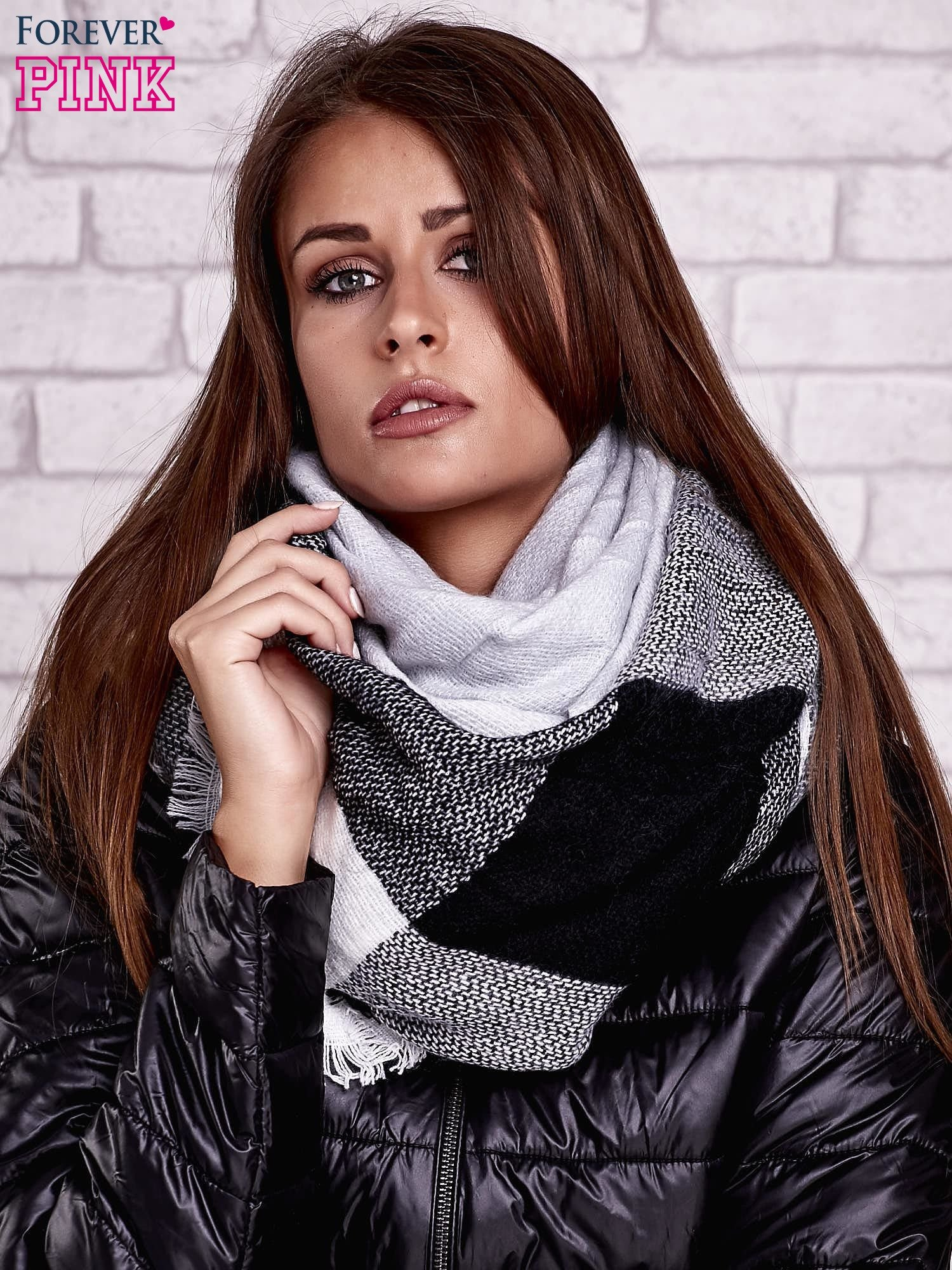 Czarno-biały wełniany szalik w szeroką kratę                                  zdj.                                  1