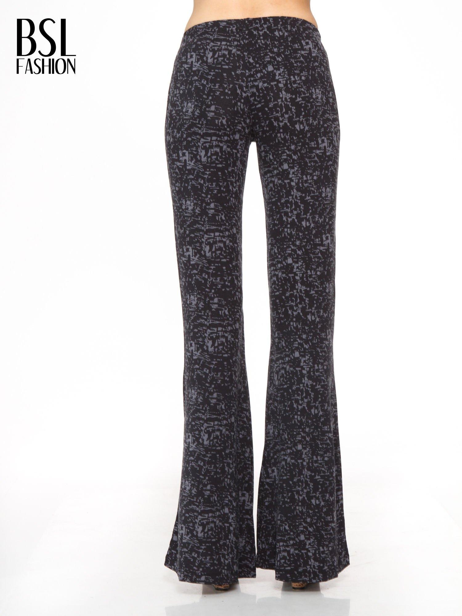 Czarno-szare wzorzyste spodnie typu dzwony                                  zdj.                                  4