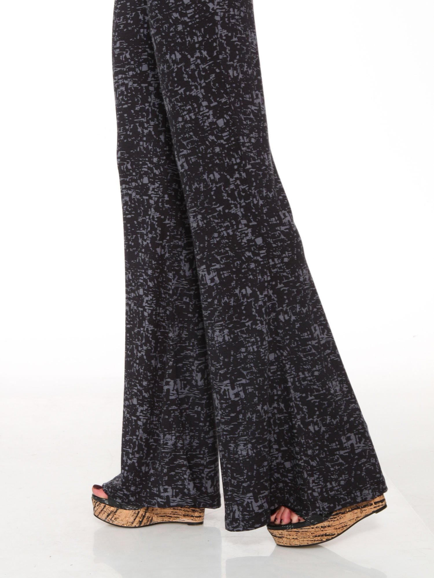 Czarno-szare wzorzyste spodnie typu dzwony                                  zdj.                                  7