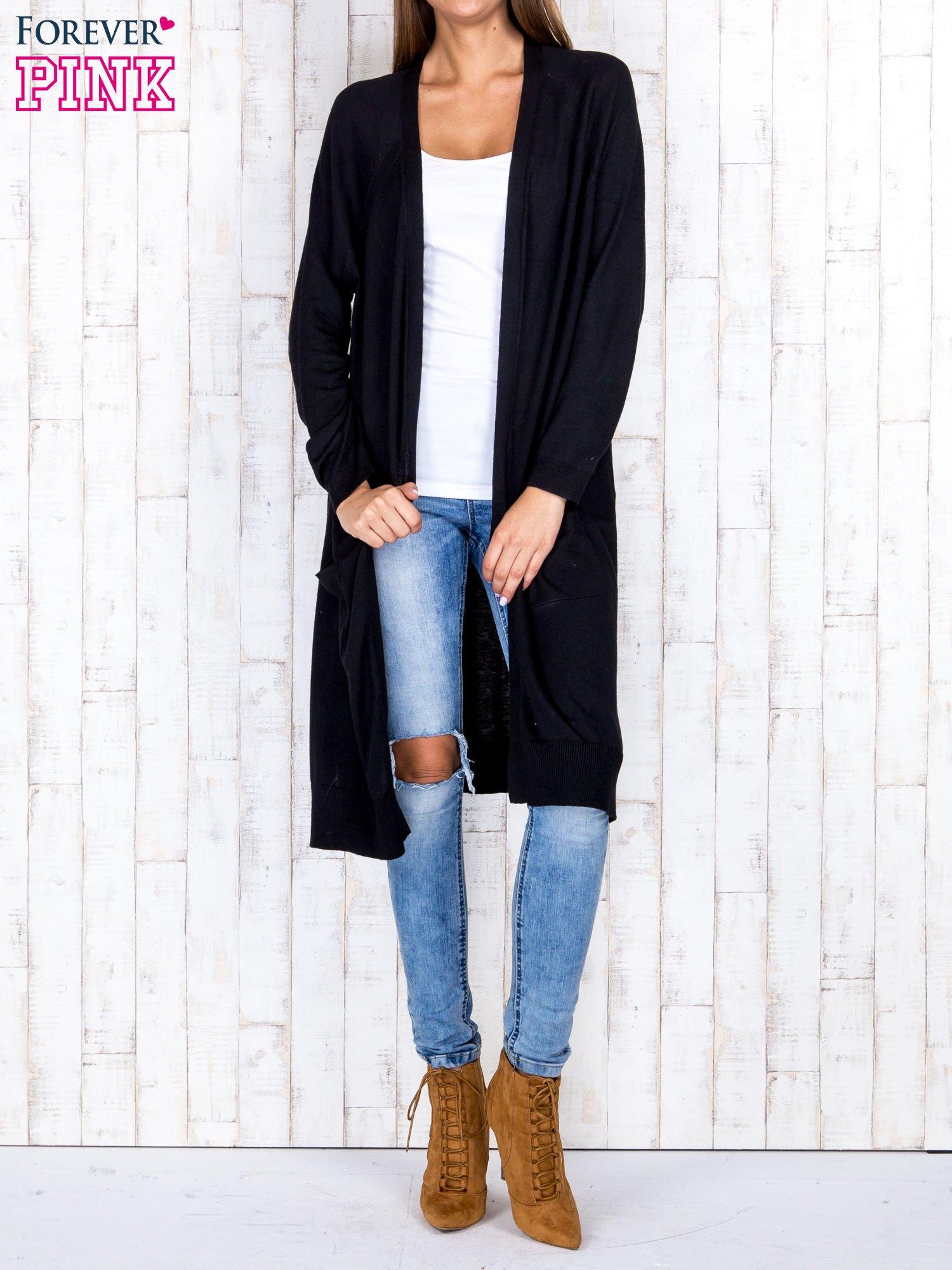 Czarny długi sweter z ażurowym zdobieniem szwów                                  zdj.                                  4