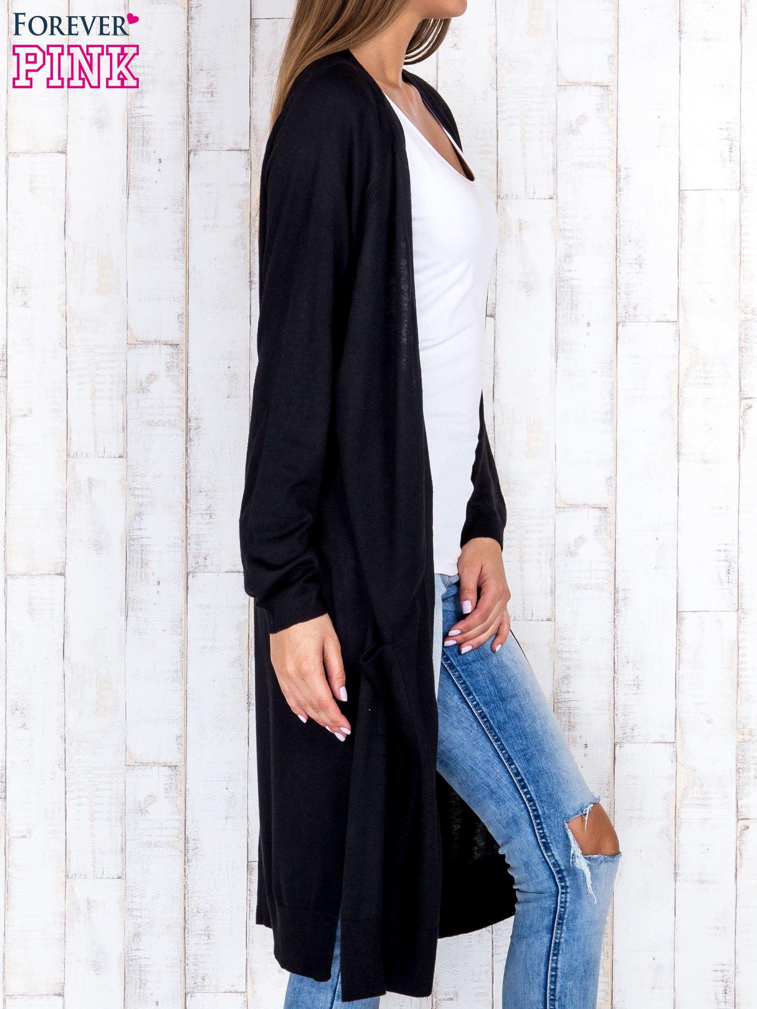 Czarny długi sweter z ażurowym zdobieniem szwów                                  zdj.                                  3