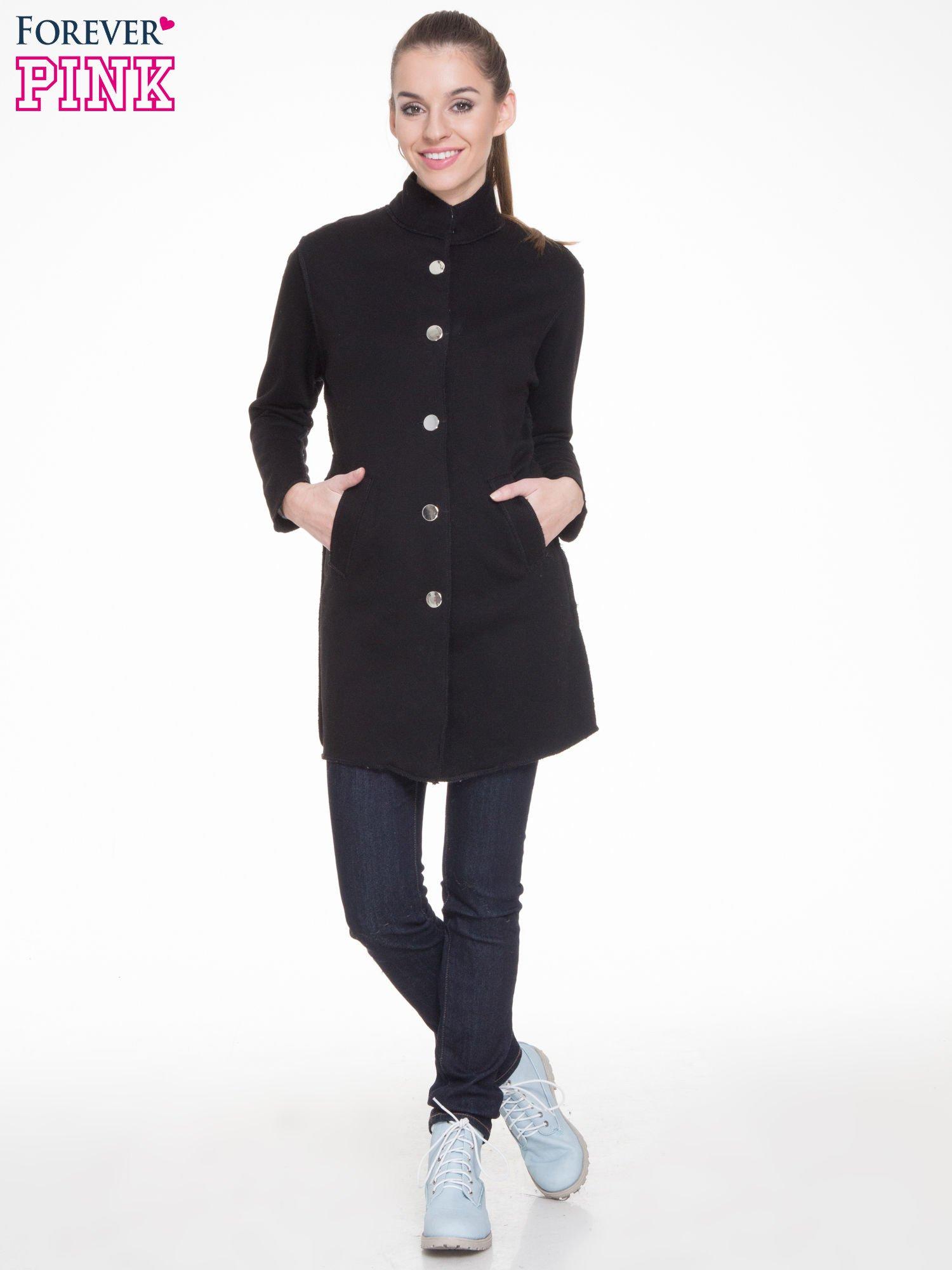 Czarny dresowy płaszcz o kroju oversize                                  zdj.                                  2