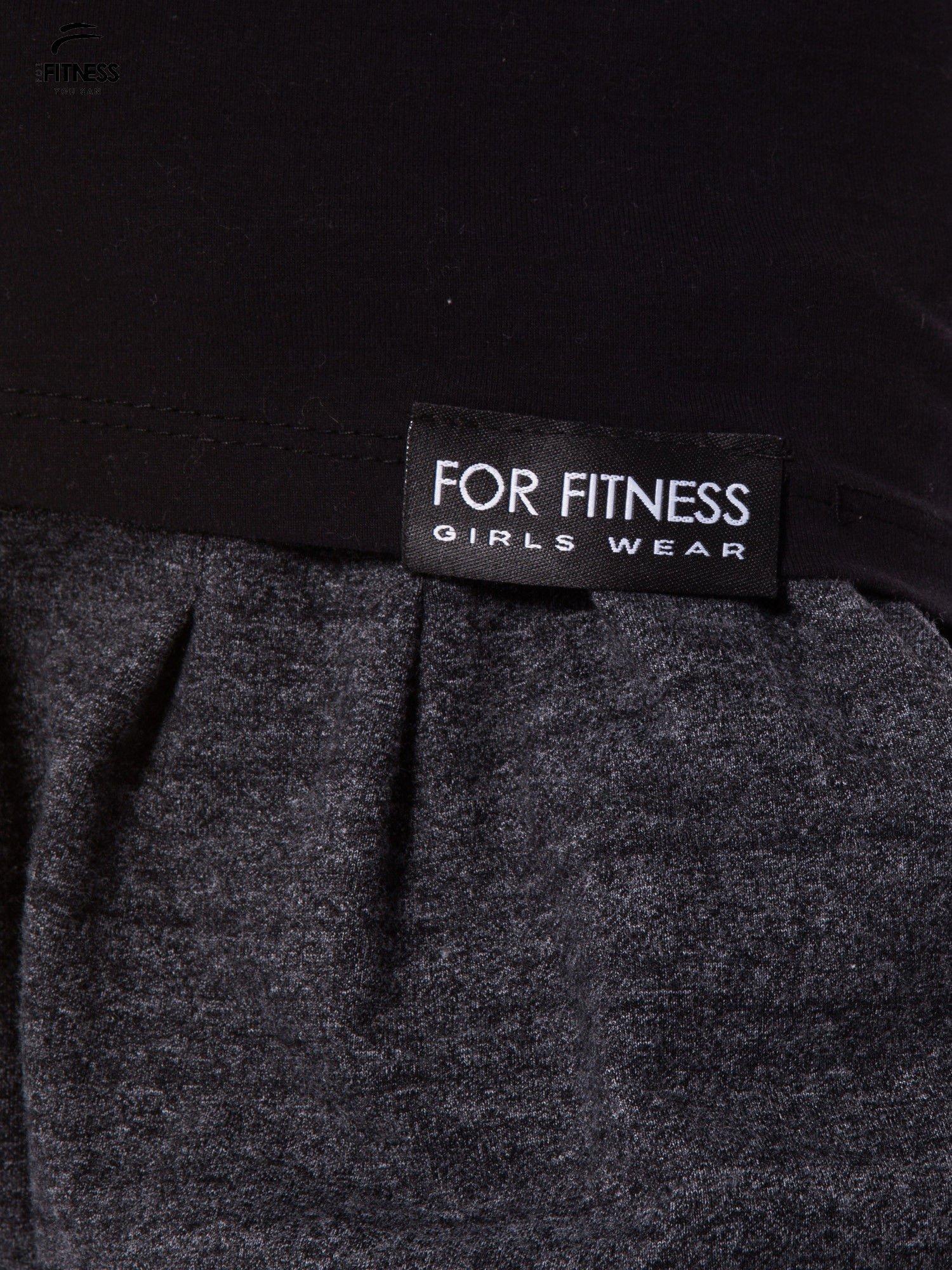 Czarny gładki t-shirt z bawełny                                  zdj.                                  4