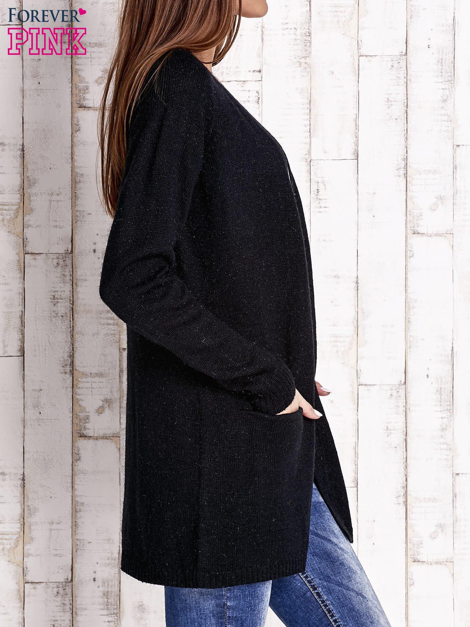 Czarny otwarty sweter z błyszczącą nitką                                  zdj.                                  3