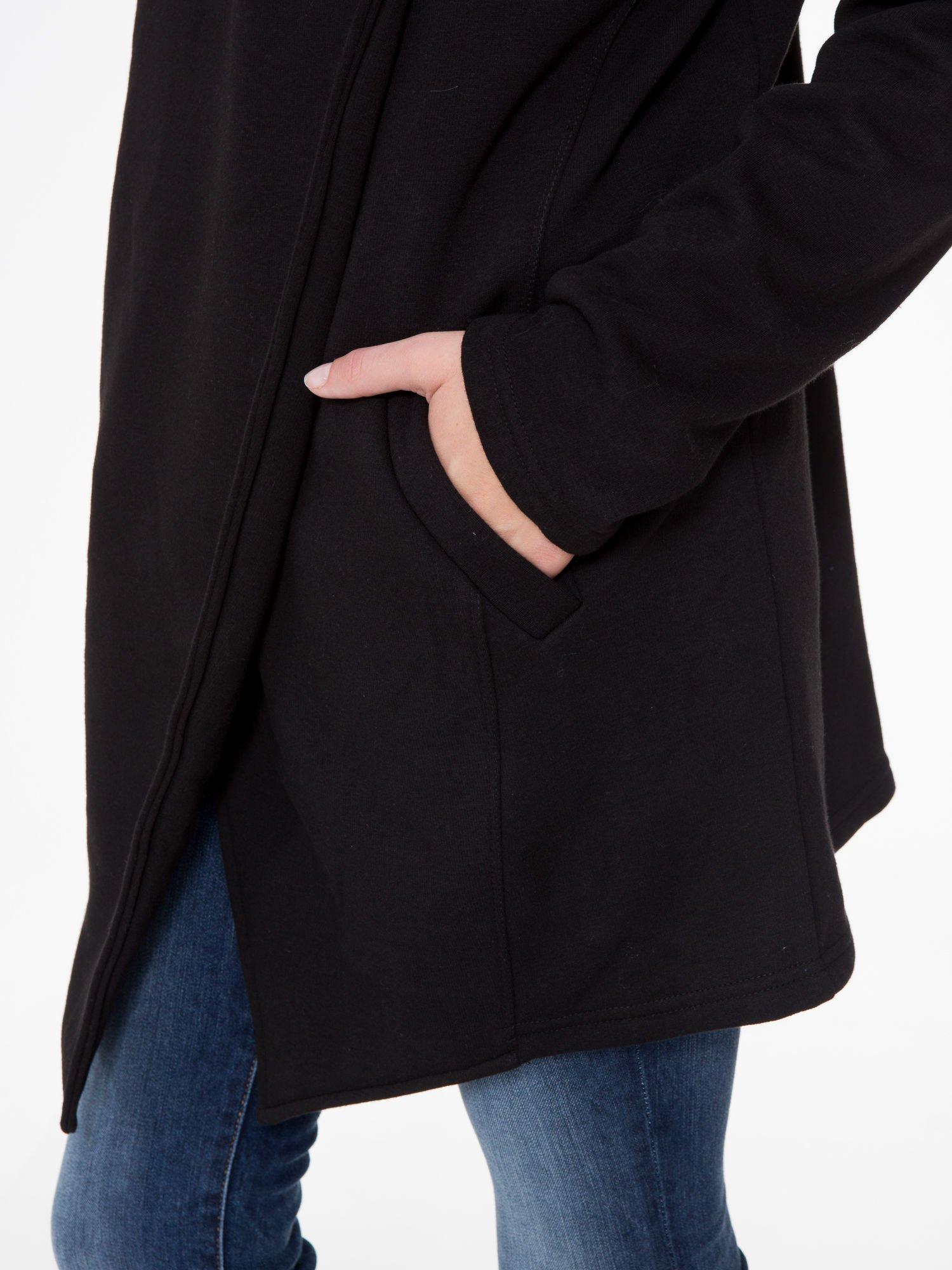 Czarny płaszcz dresowy z kapturem                                  zdj.                                  9