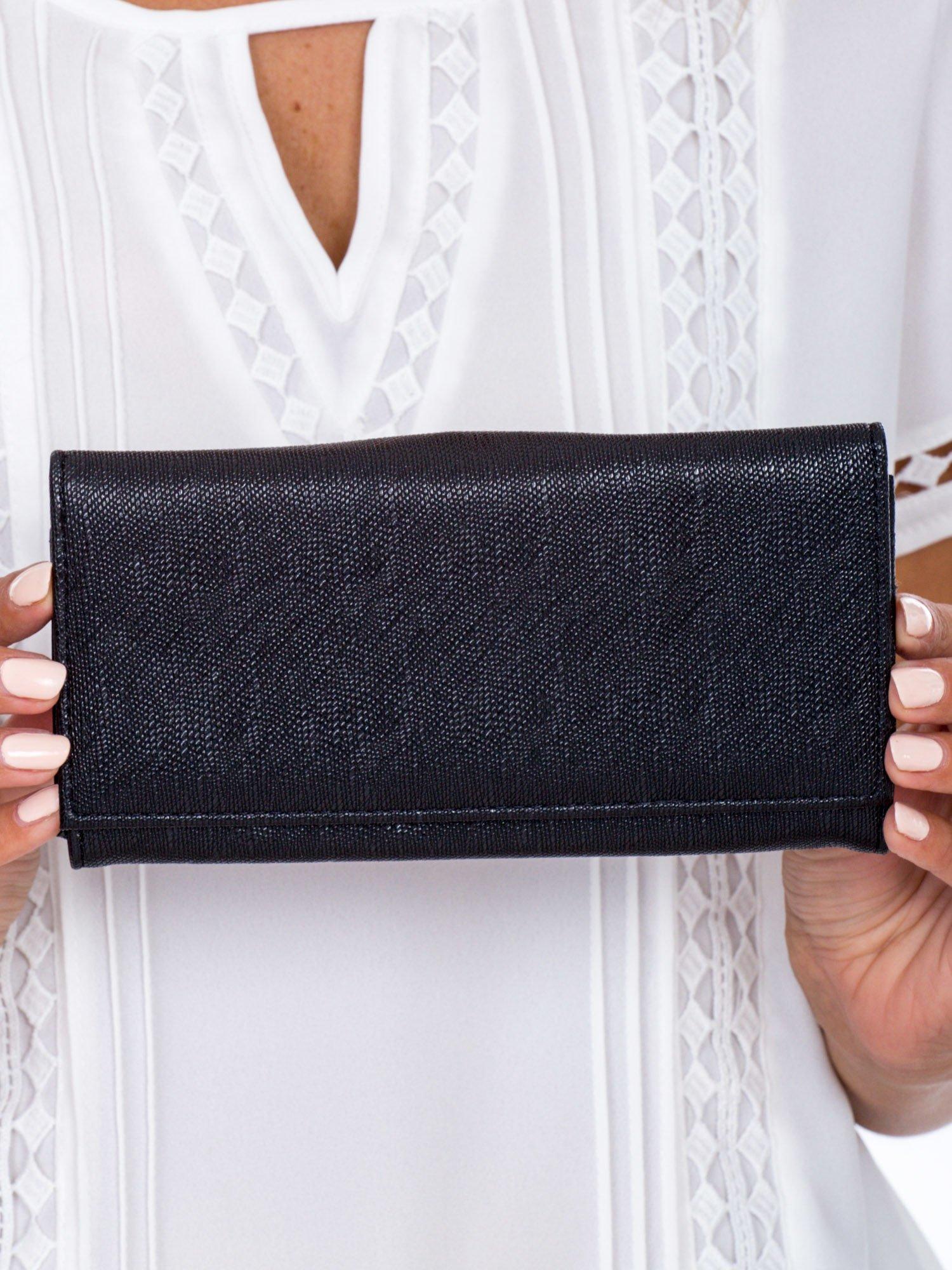 e1d53b1473982 Czarny portfel damski z zapięciem na zatrzask - Akcesoria portfele ...