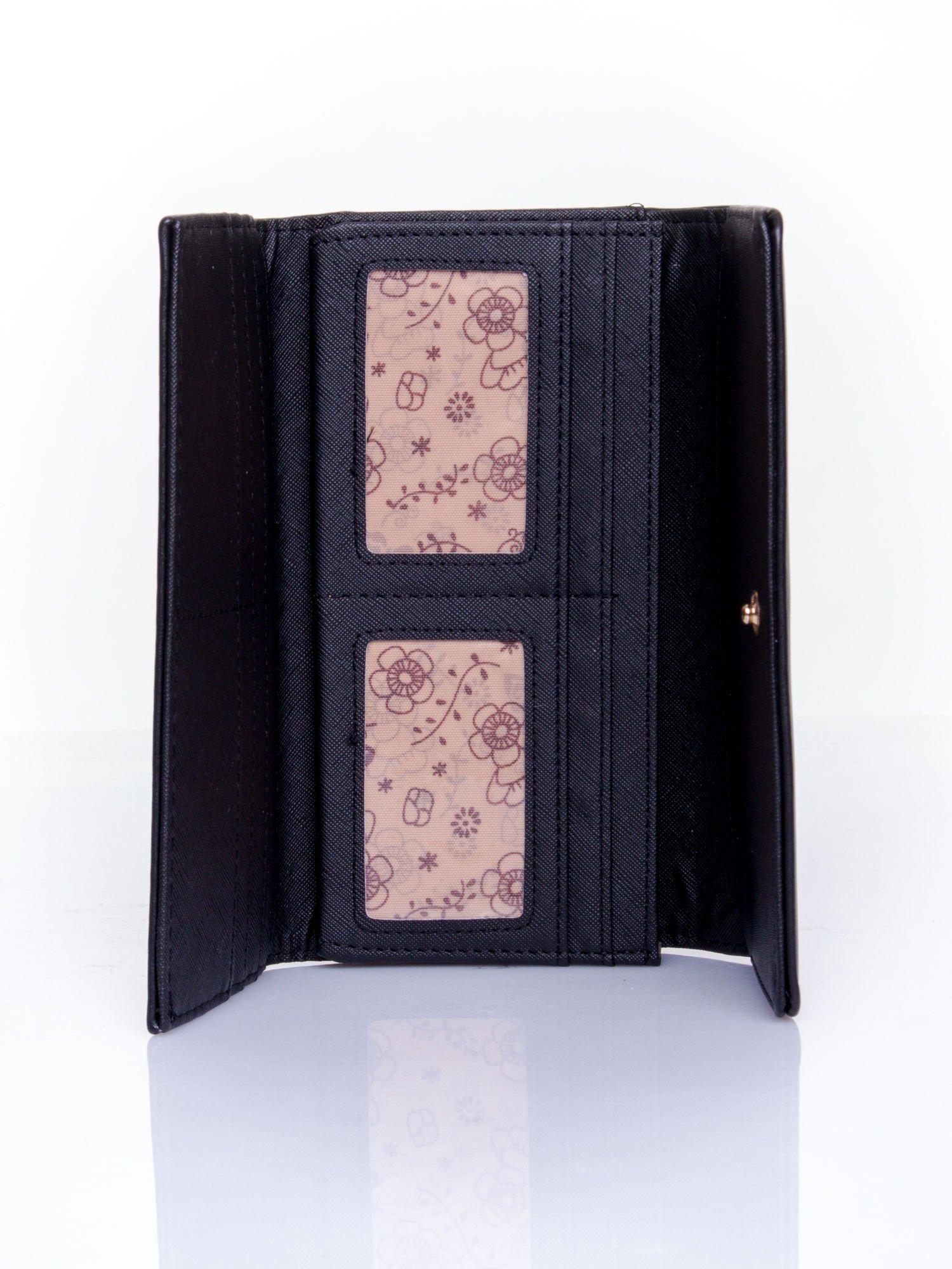 Czarny portfel ze złotym zapięciem                                   zdj.                                  4