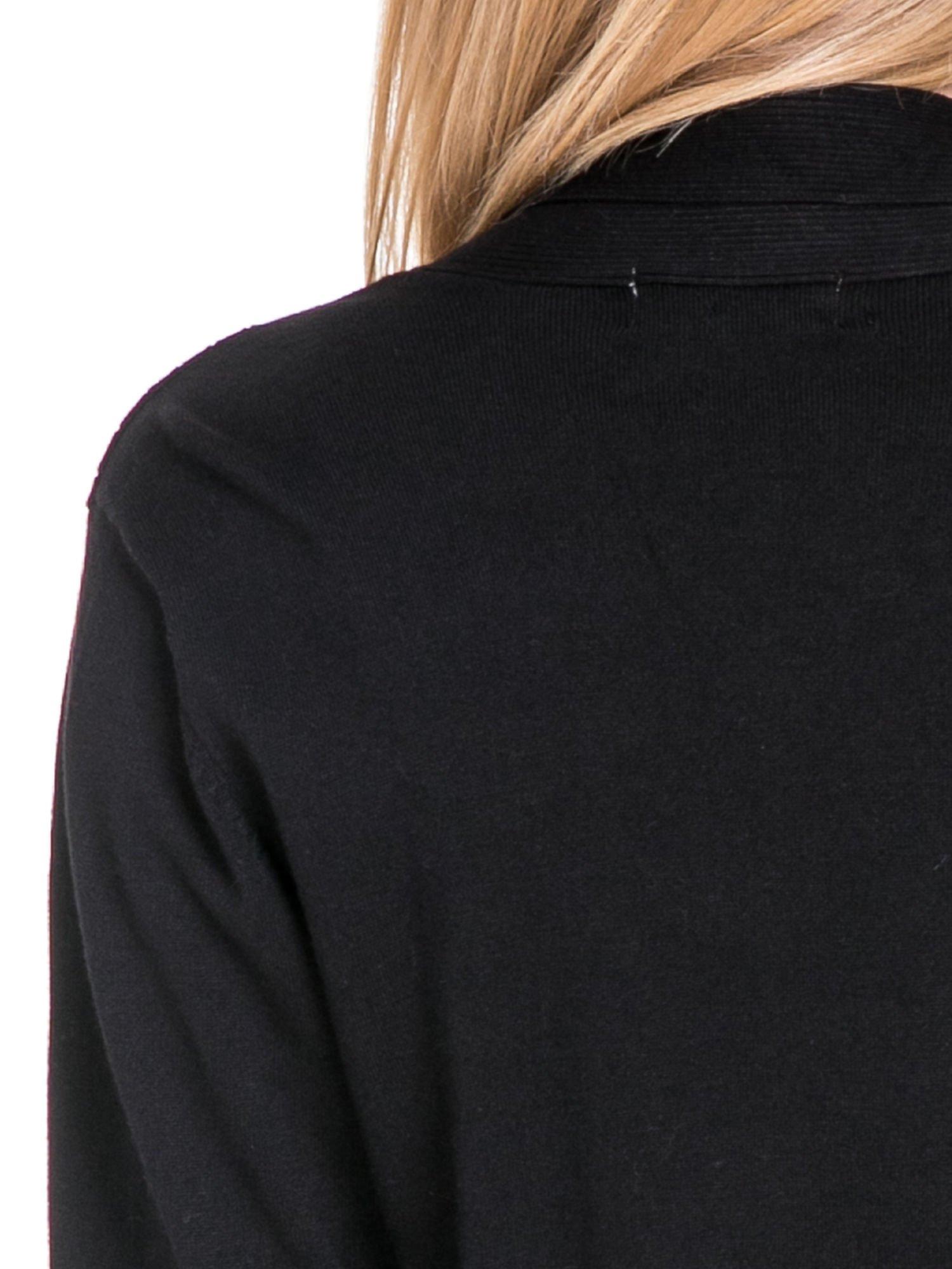 Czarny sweter kardigan z podwijanym rękawami z guziczkami                                  zdj.                                  7