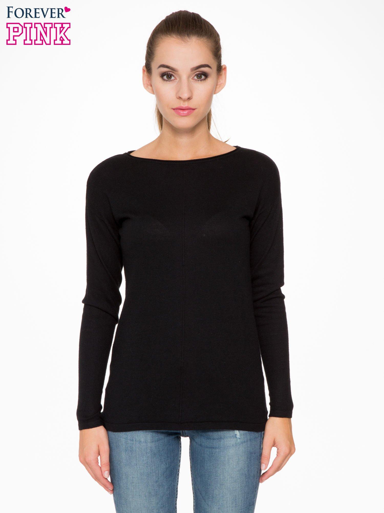 Czarny sweter z dłuższym tyłem i rozporkami po bokach                                  zdj.                                  1