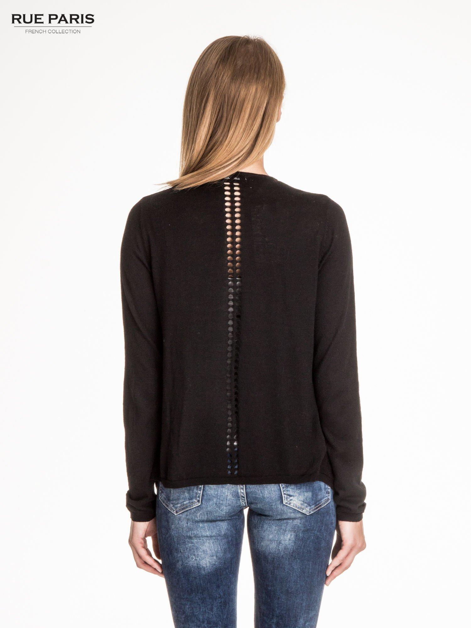 Czarny sweter z kaskadowymi bokami i oczkami                                  zdj.                                  4