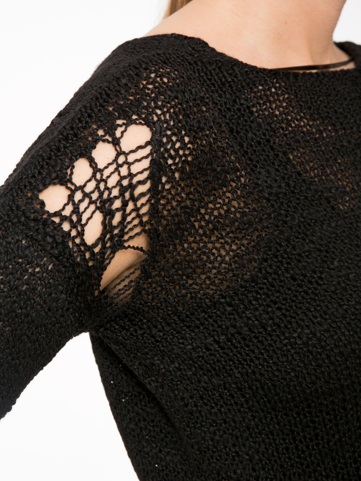 Czarny sweter z oczkami przy ramionach                                  zdj.                                  9
