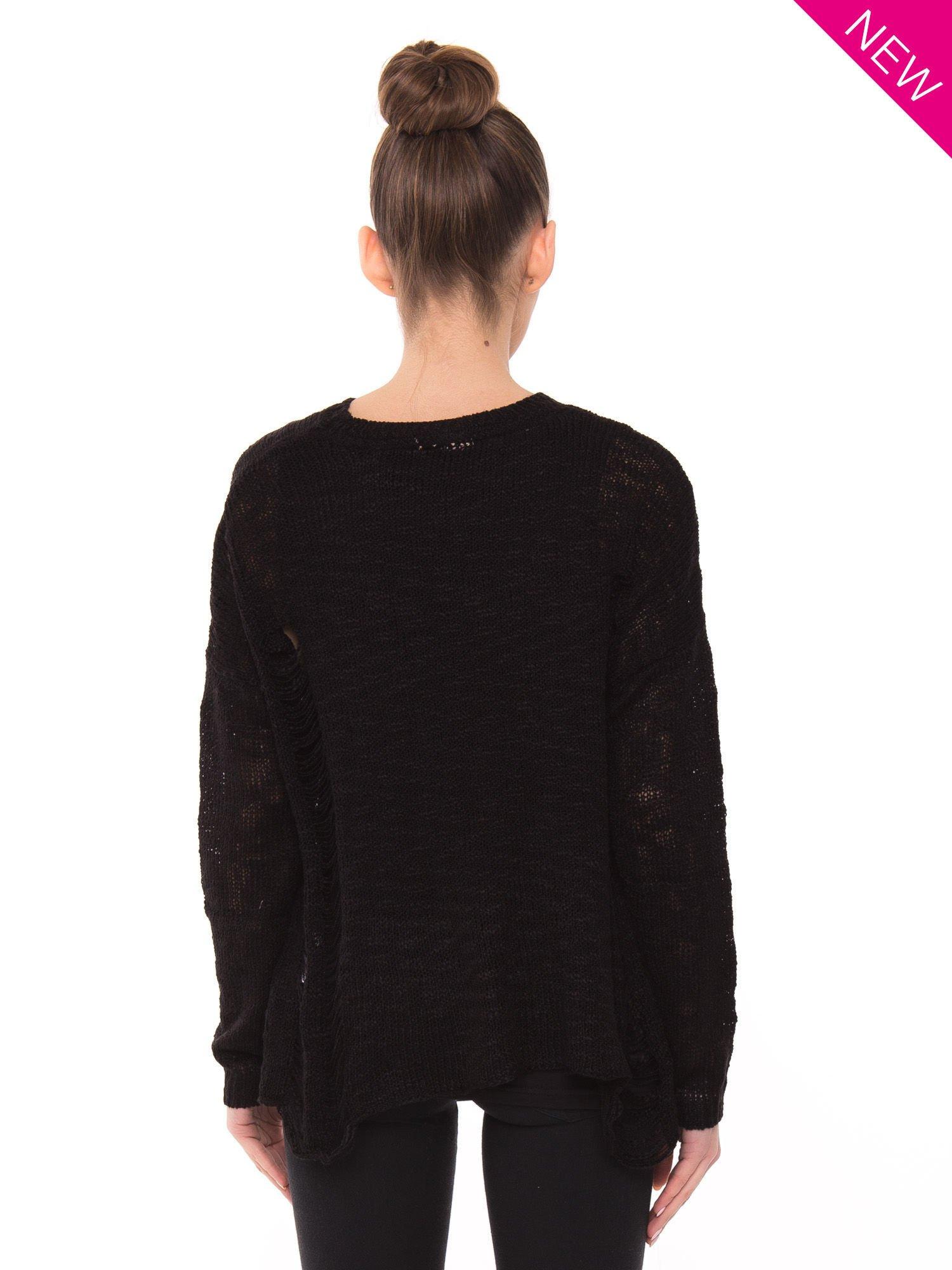 Czarny sweter ze zwierzęcym nadrukiem i efektem destroyed                                  zdj.                                  2