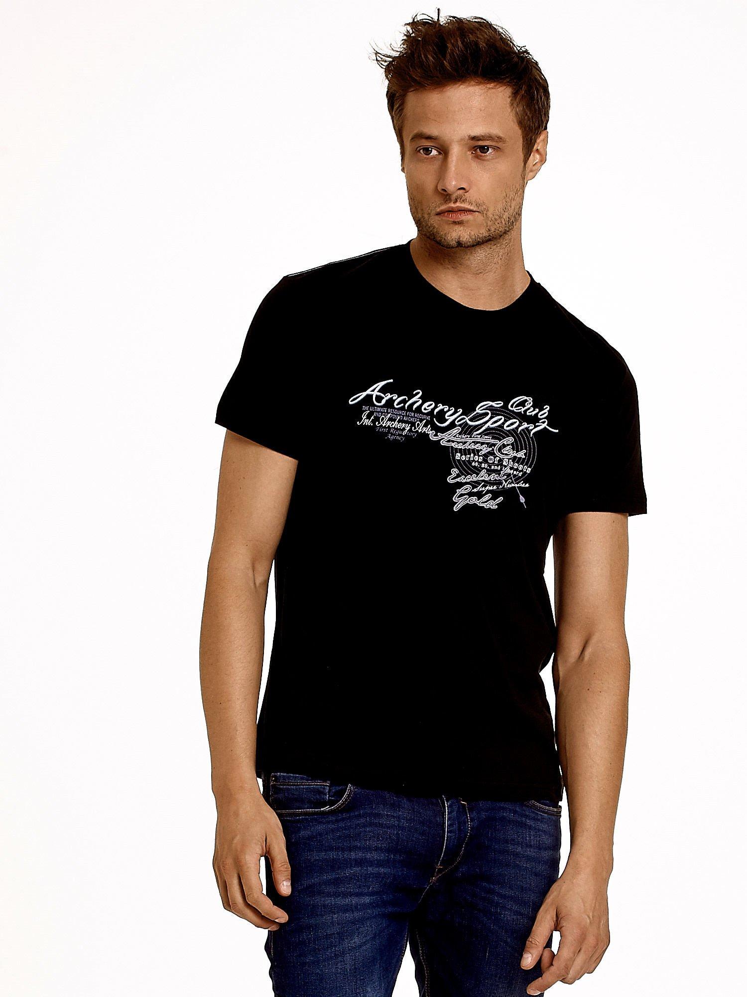 Czarny t-shirt męski ze sportowym nadrukiem i napisami                                  zdj.                                  1