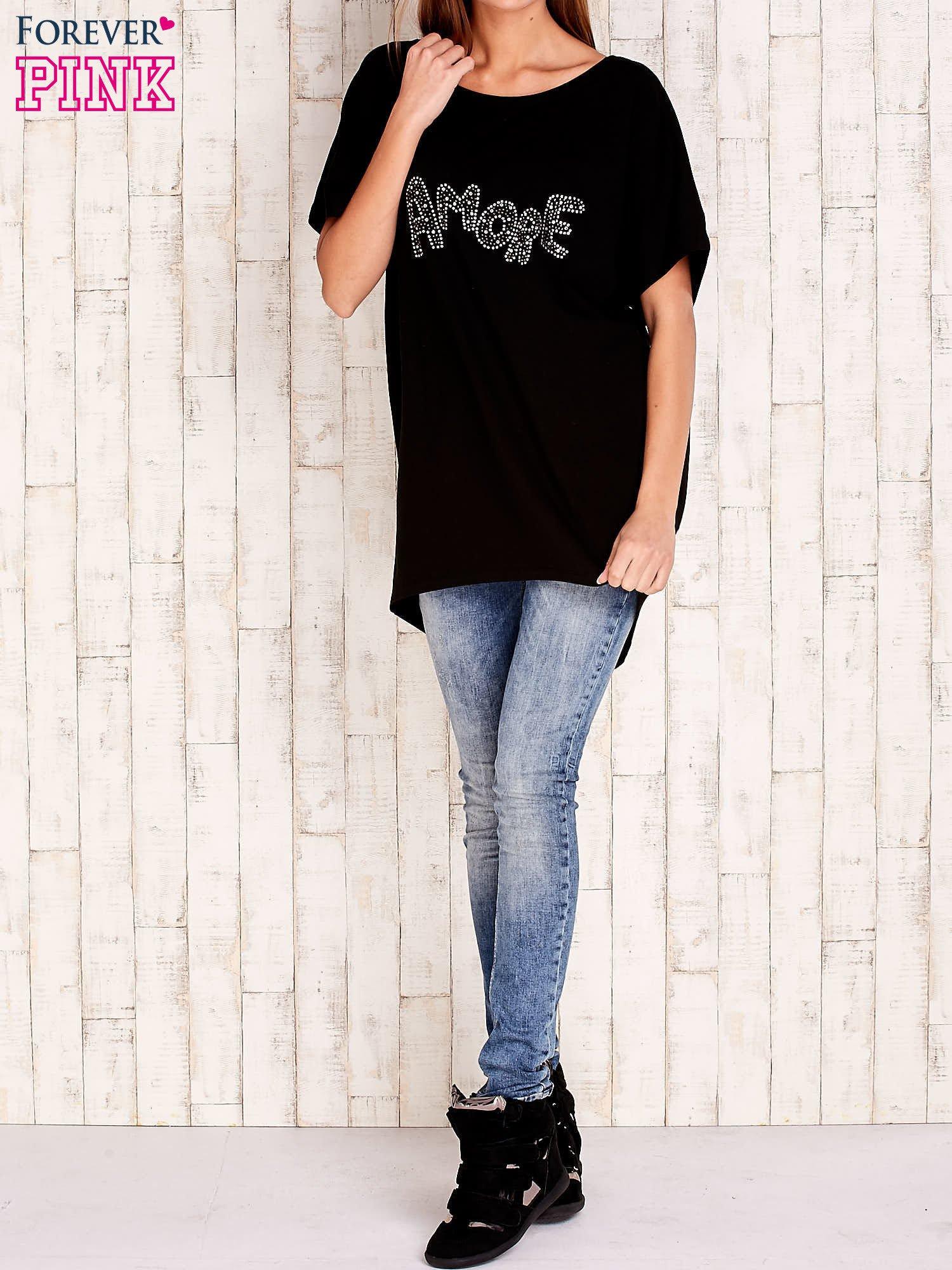 Czarny t-shirt z biżuteryjnym napisem AMORE                                  zdj.                                  2