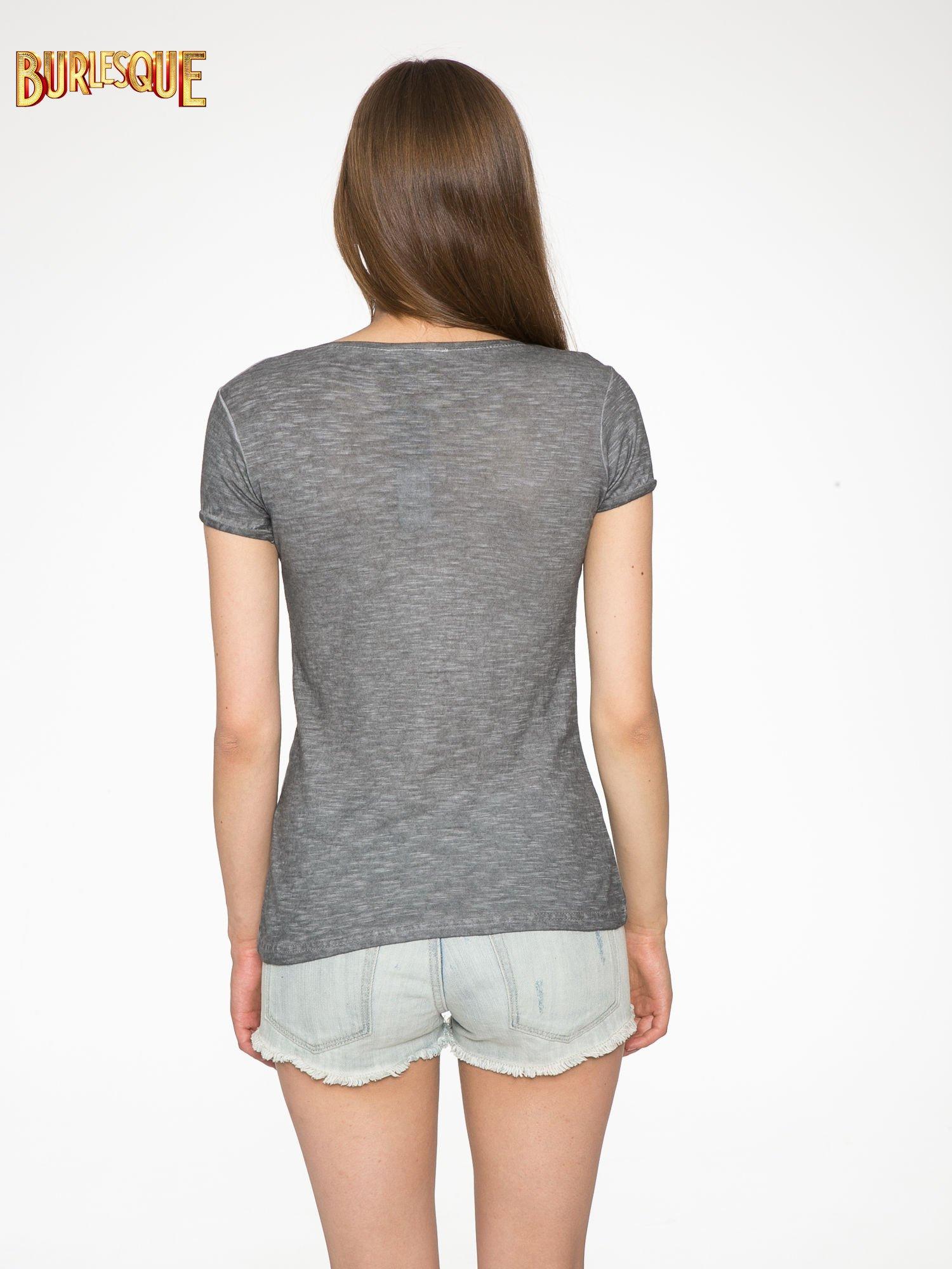 Czarny t-shirt z cekinowym napisem REBEL LOVE                                  zdj.                                  4
