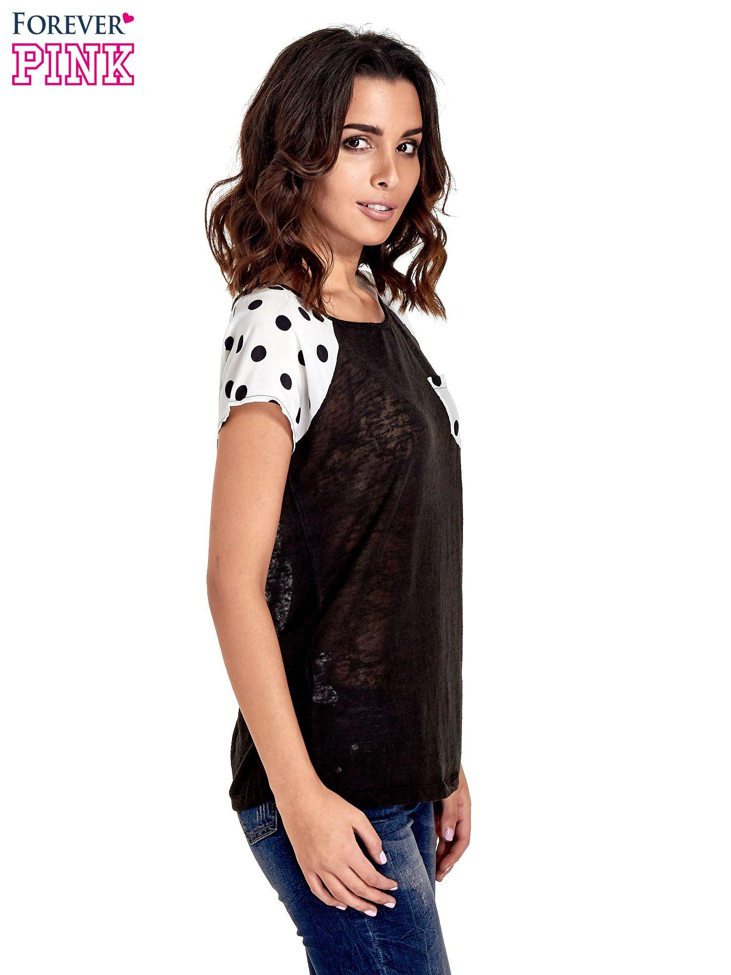 Czarny t-shirt z kieszonką w groszki                                  zdj.                                  3