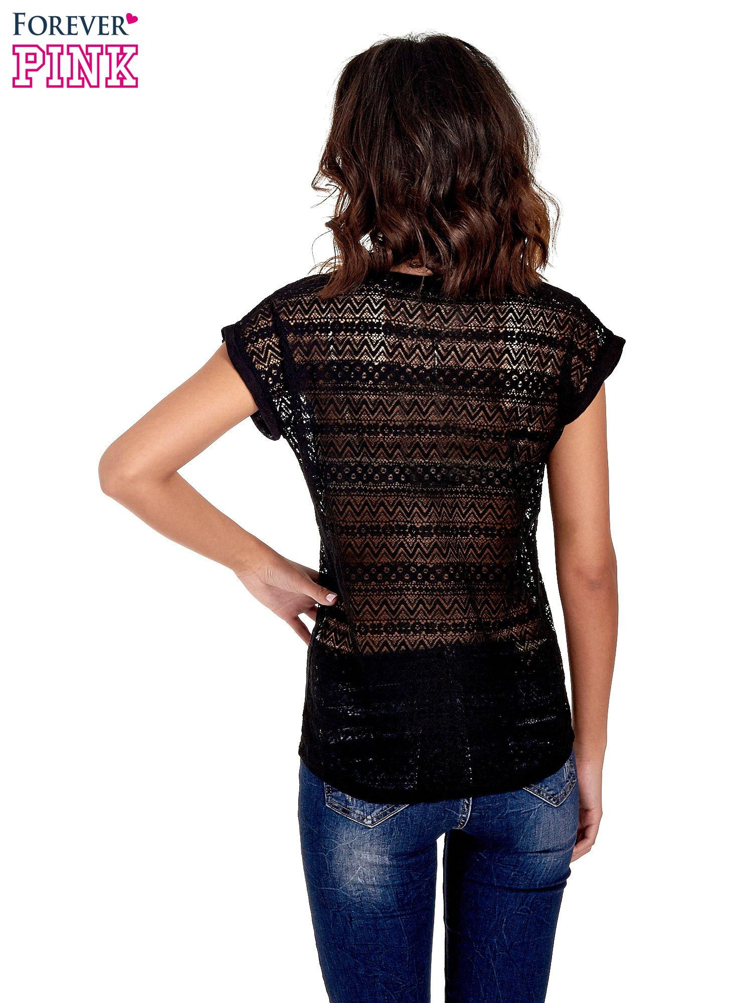 Czarny t-shirt z koronkowym tyłem i dżetami                                  zdj.                                  4