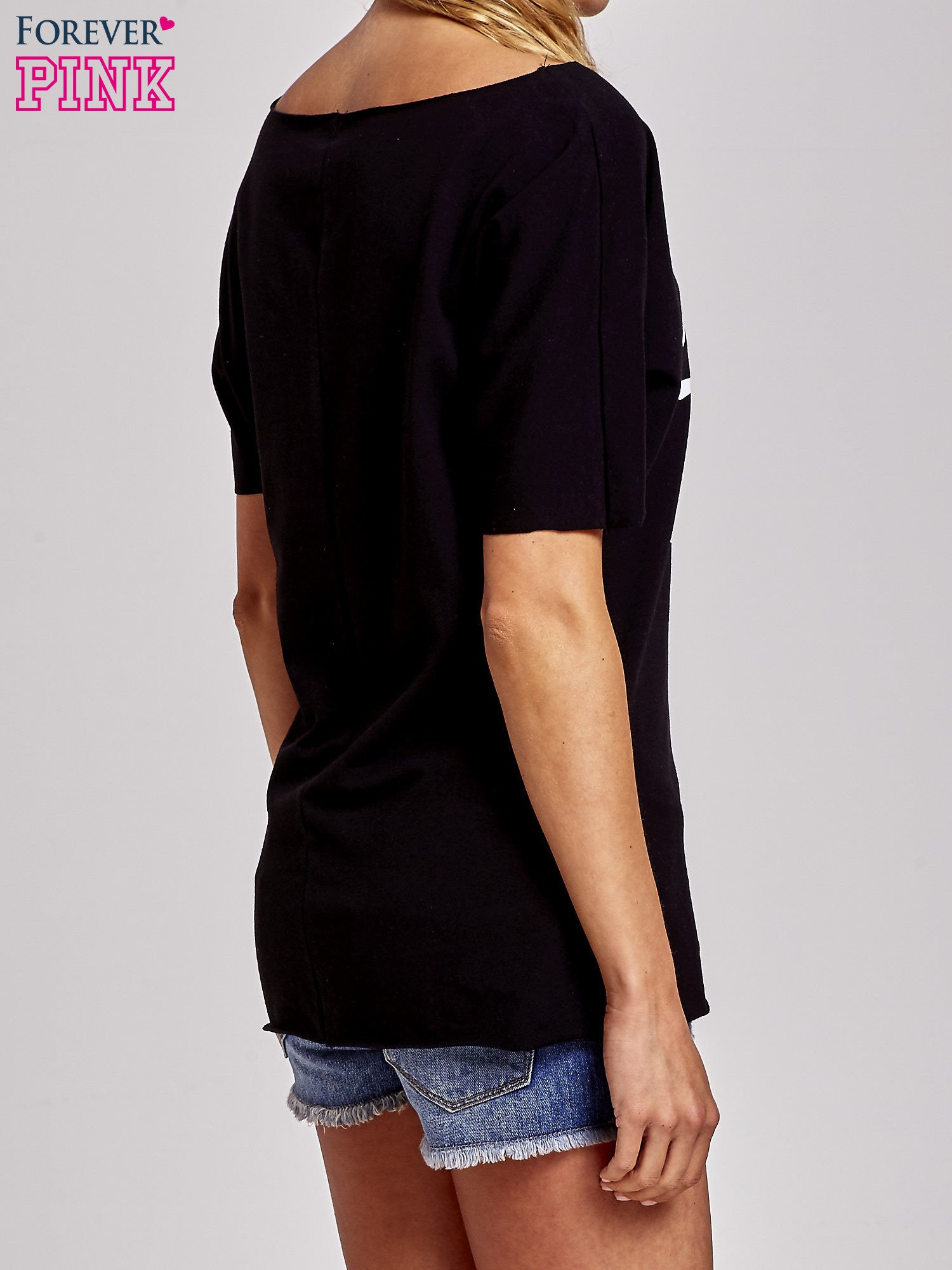 Czarny t-shirt z motywem serce i krzyżyk                                  zdj.                                  4