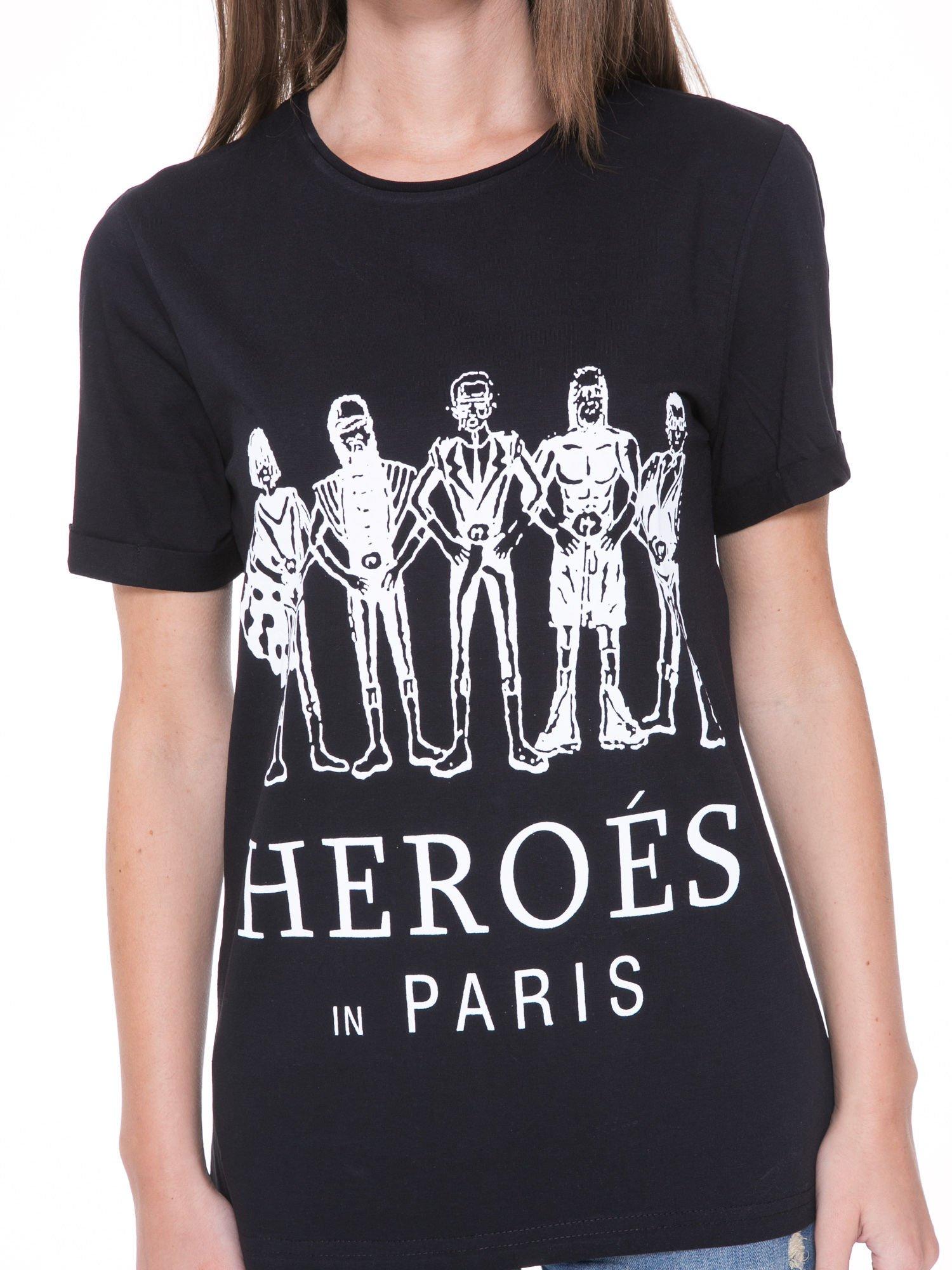 Czarny t-shirt z nadrukiem HEROÉS IN PARIS                                  zdj.                                  6