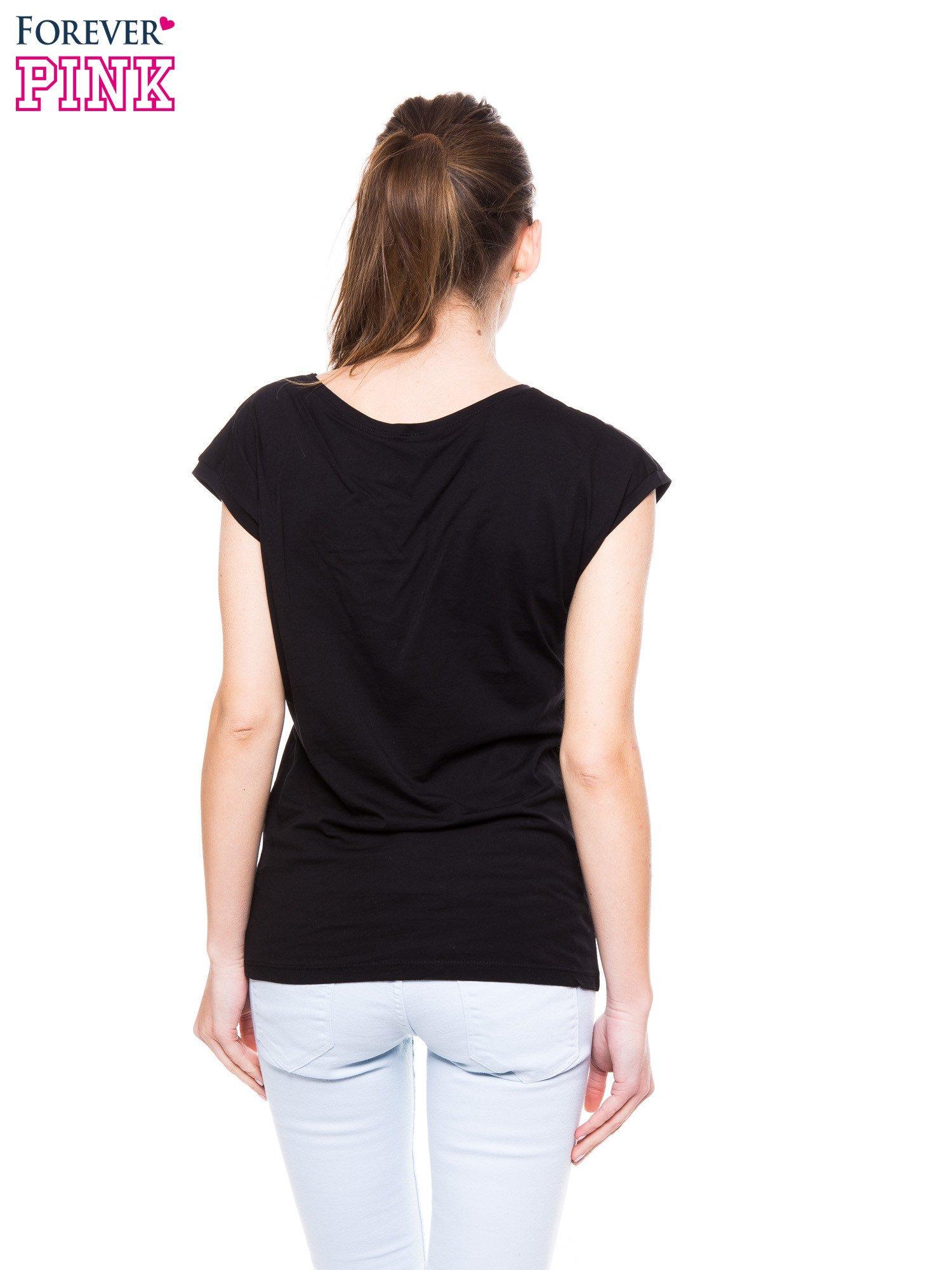 Czarny t-shirt z nadrukiem korony księżniczki                                  zdj.                                  3
