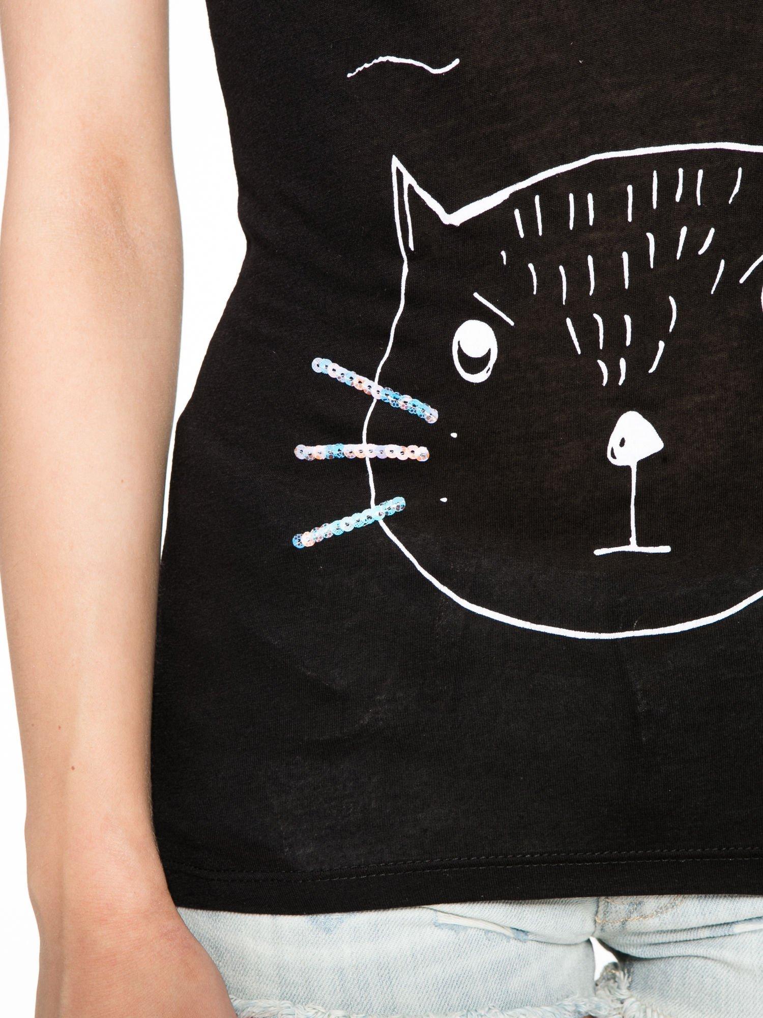 Czarny t-shirt z nadrukiem kota i myszy                                  zdj.                                  6