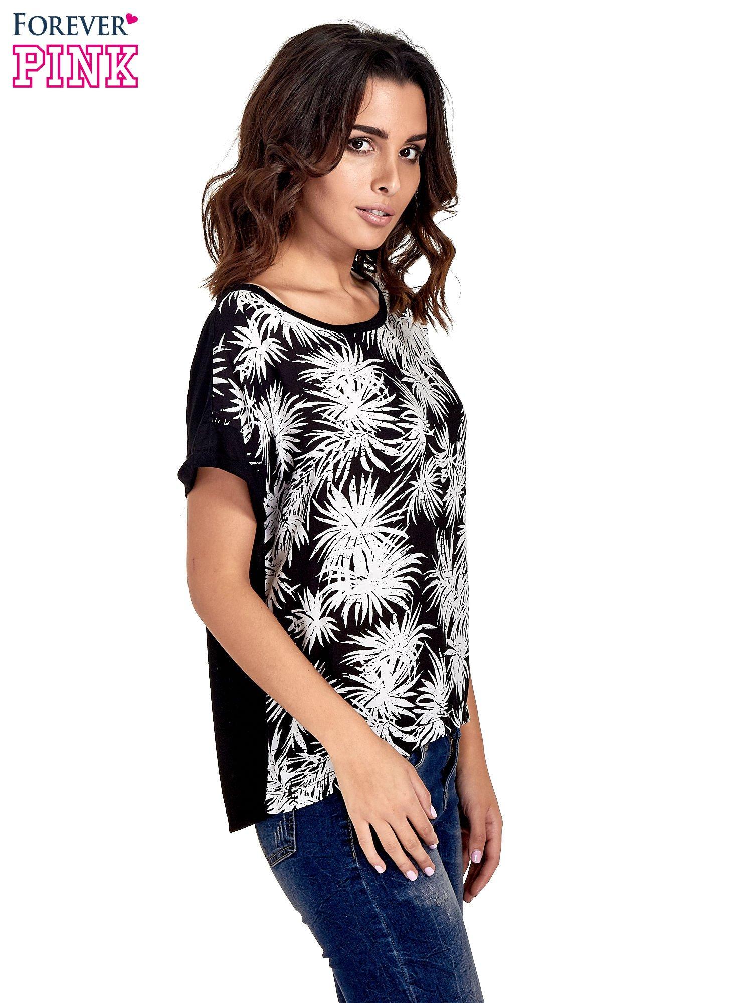 Czarny t-shirt z nadrukiem w palmy                                  zdj.                                  3
