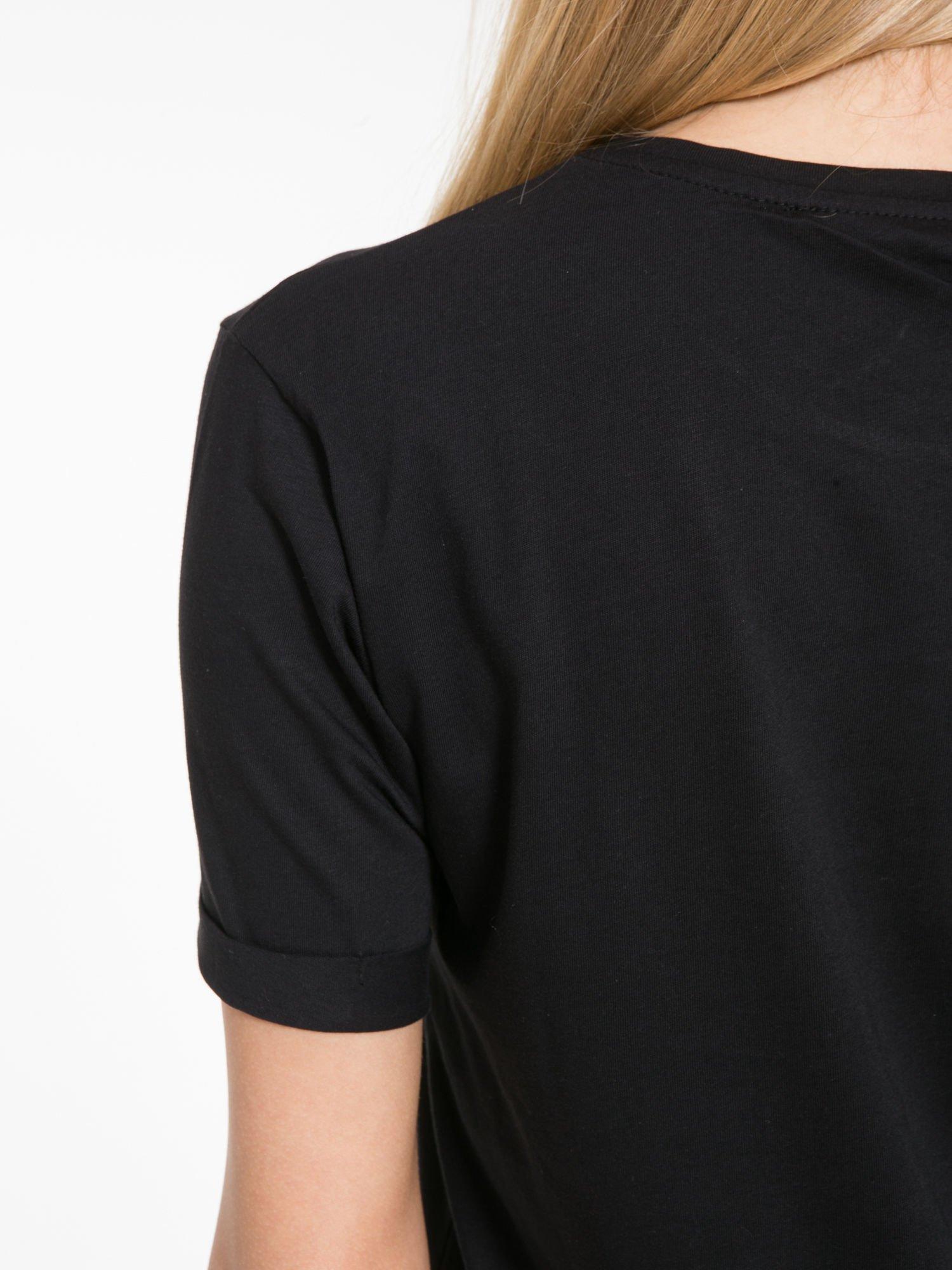 Czarny t-shirt z napisem AMOUR RÉVOLUTION                                  zdj.                                  7