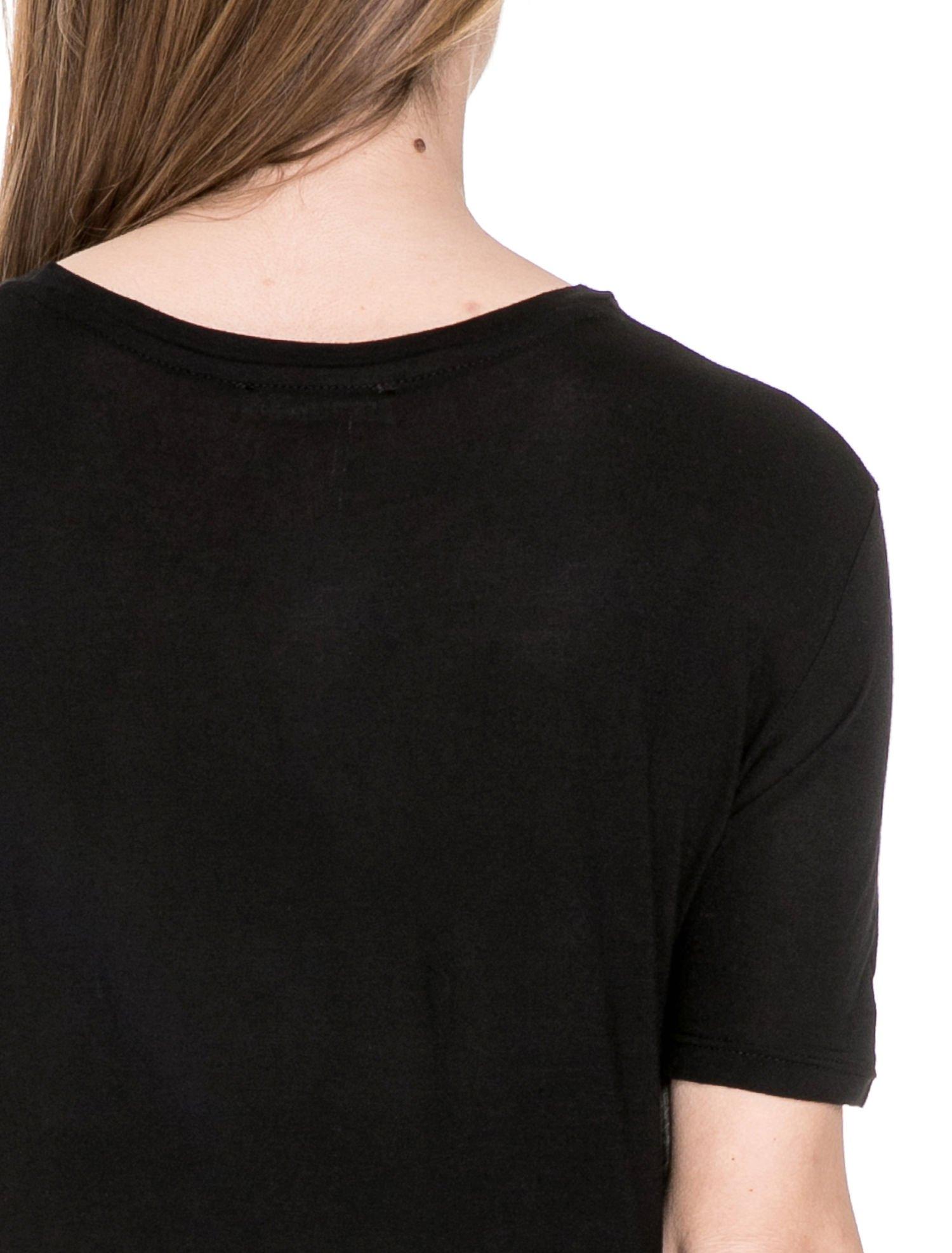 Czarny t-shirt z napisem SNOB                                  zdj.                                  6