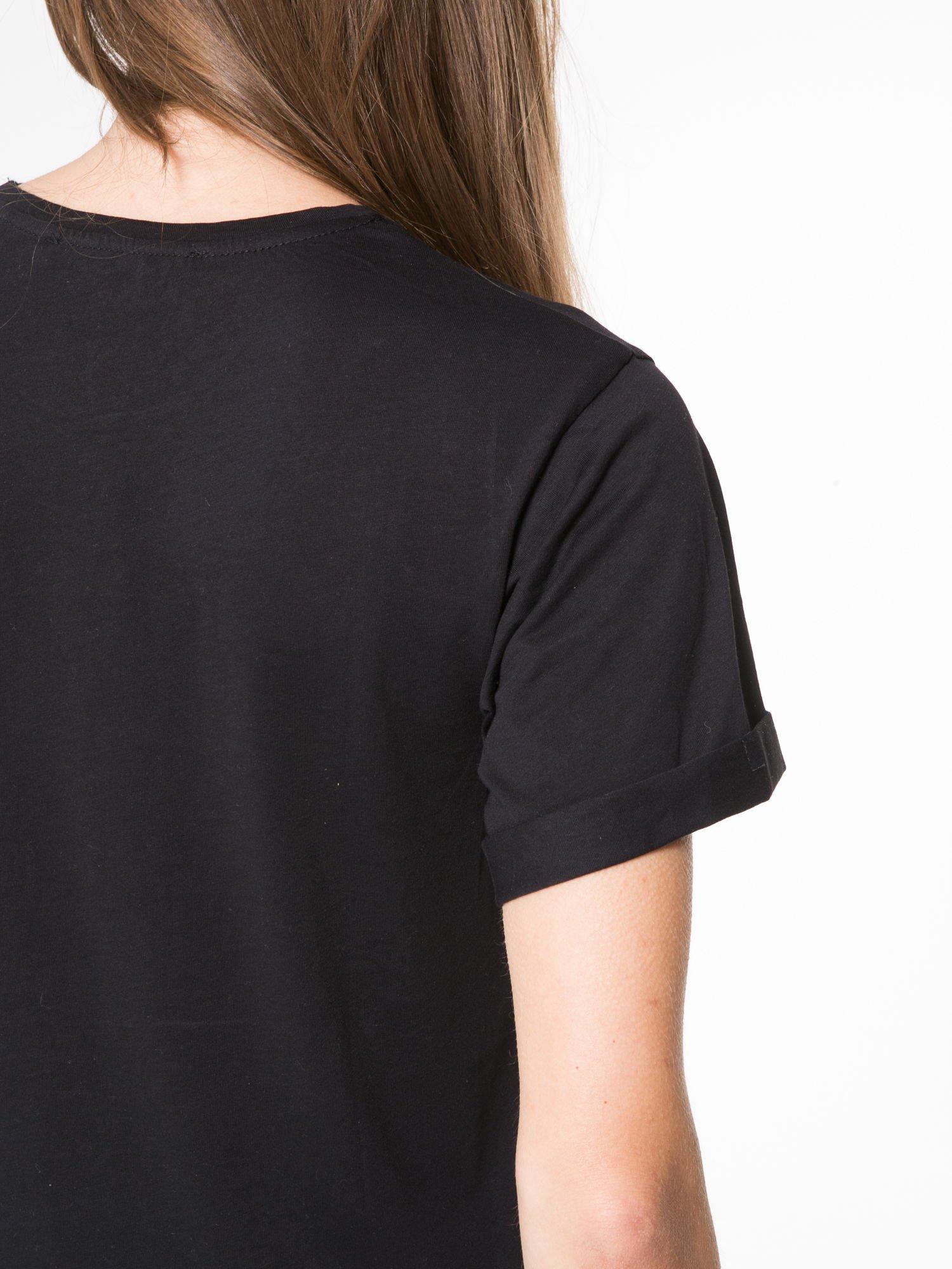 Czarny t-shirt z napisem THE NEW ICONS                                  zdj.                                  9