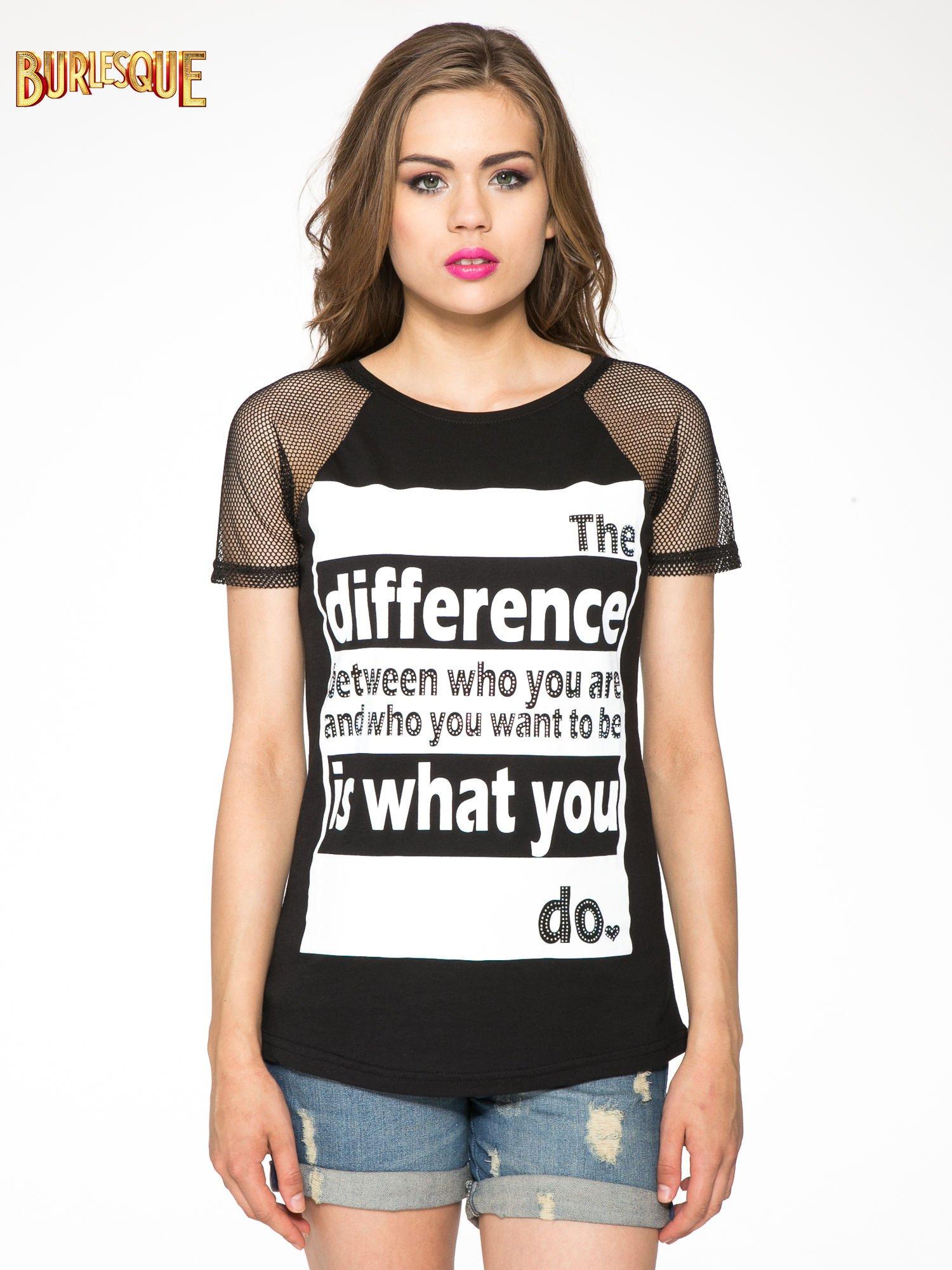 Czarny t-shirt z napisem i siateczkowymi rękawami                                  zdj.                                  11