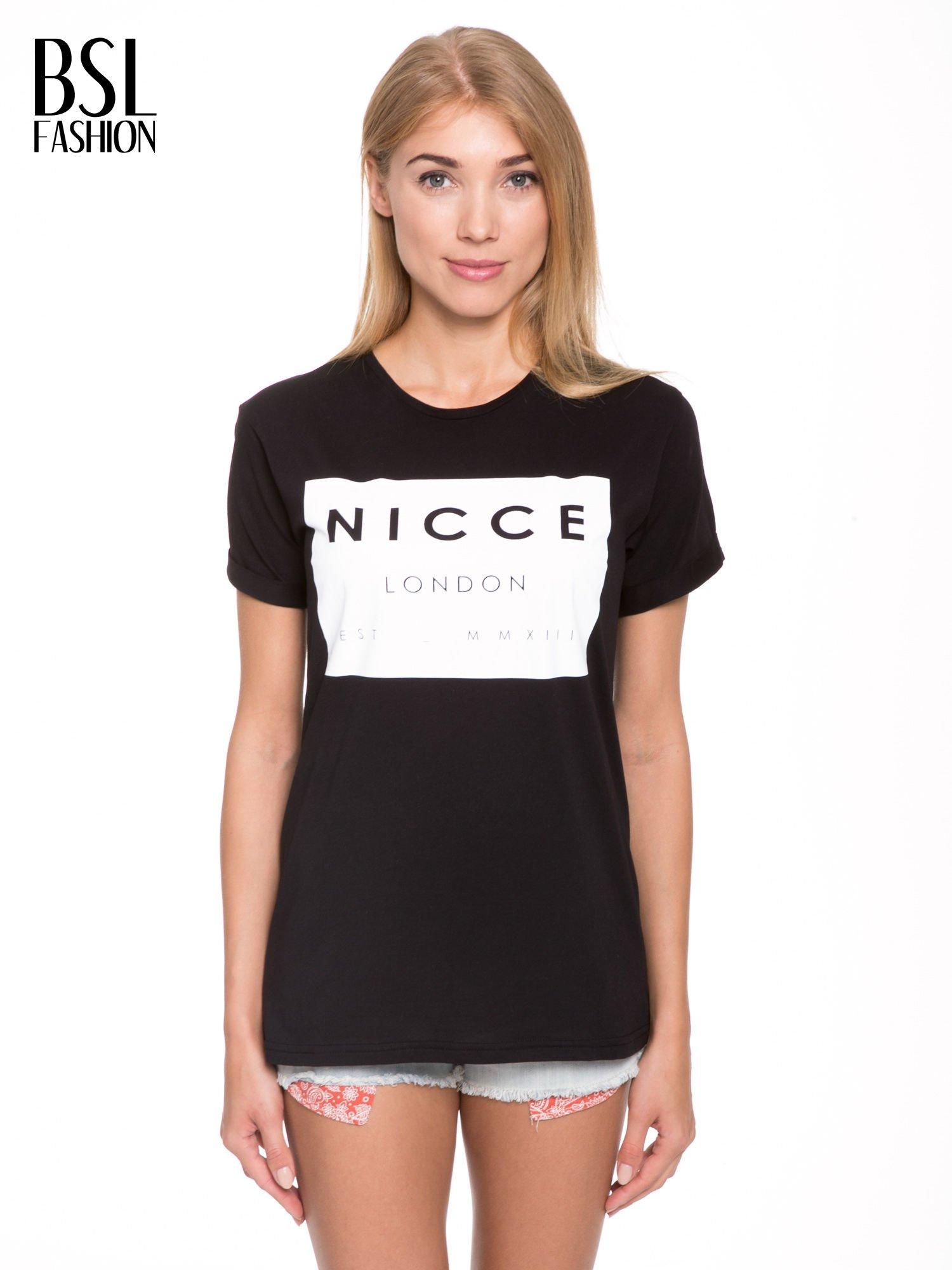 Czarny t-shirt z napisem w minimalistycznym stylu NICCE LONDON                                  zdj.                                  1