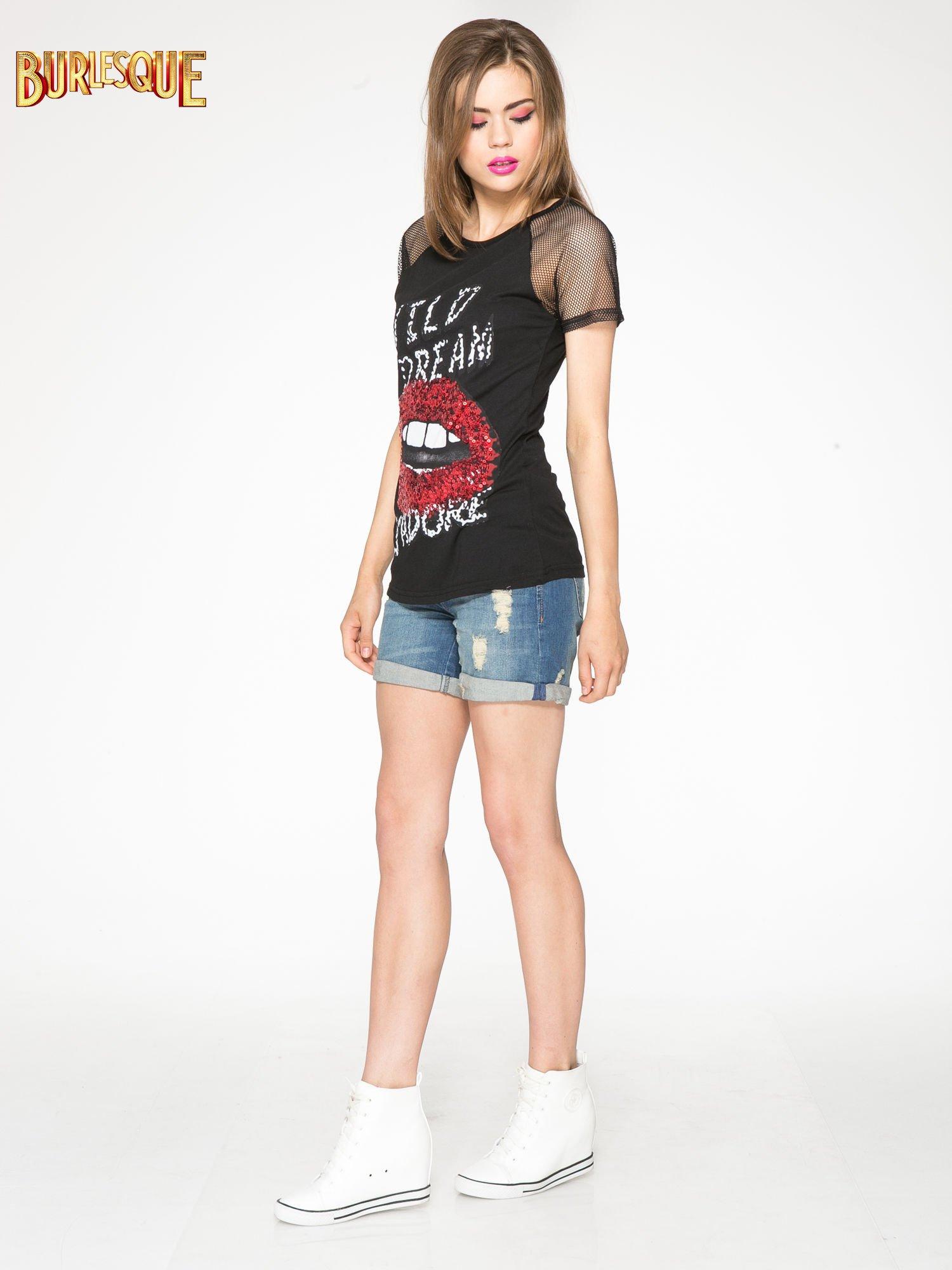 Czarny t-shirt z ustami z cekinów i rękawami z siateczki                                  zdj.                                  2