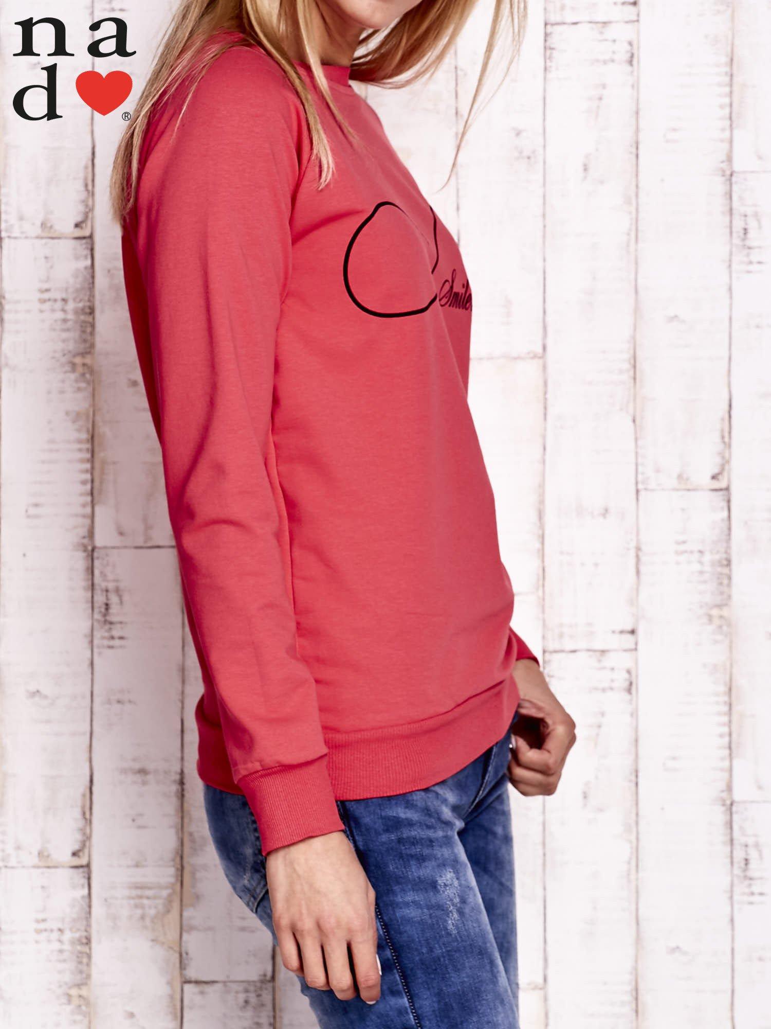 Czerwona bluza z napisem SMILER                                  zdj.                                  3