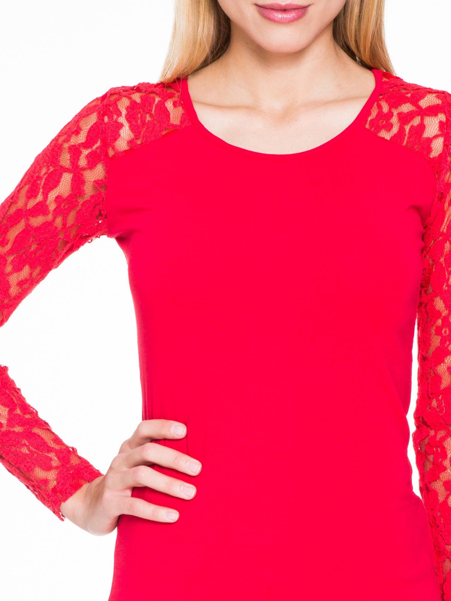 Czerwona bluzka z koronkowymi rękawami                                  zdj.                                  5
