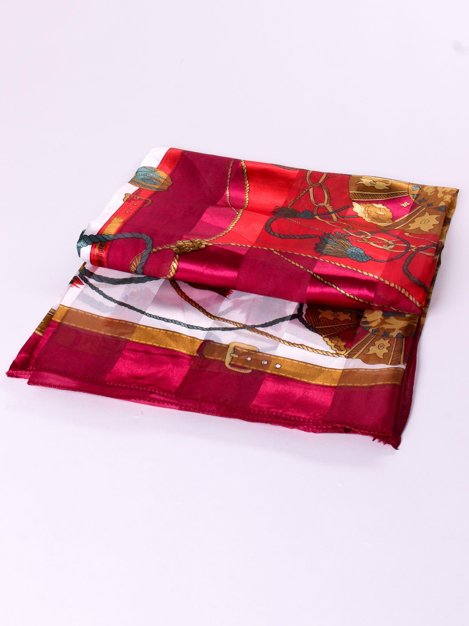 Czerwona chusta apaszka z nadrukiem w barokowym stylu                                  zdj.                                  3