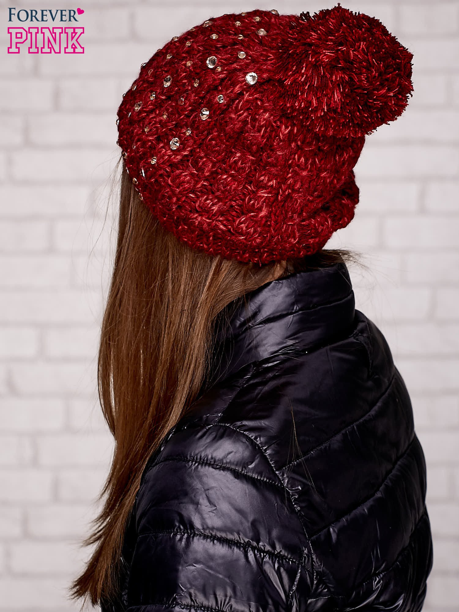 Czerwona czapka z pomponem i dżetami                                  zdj.                                  3