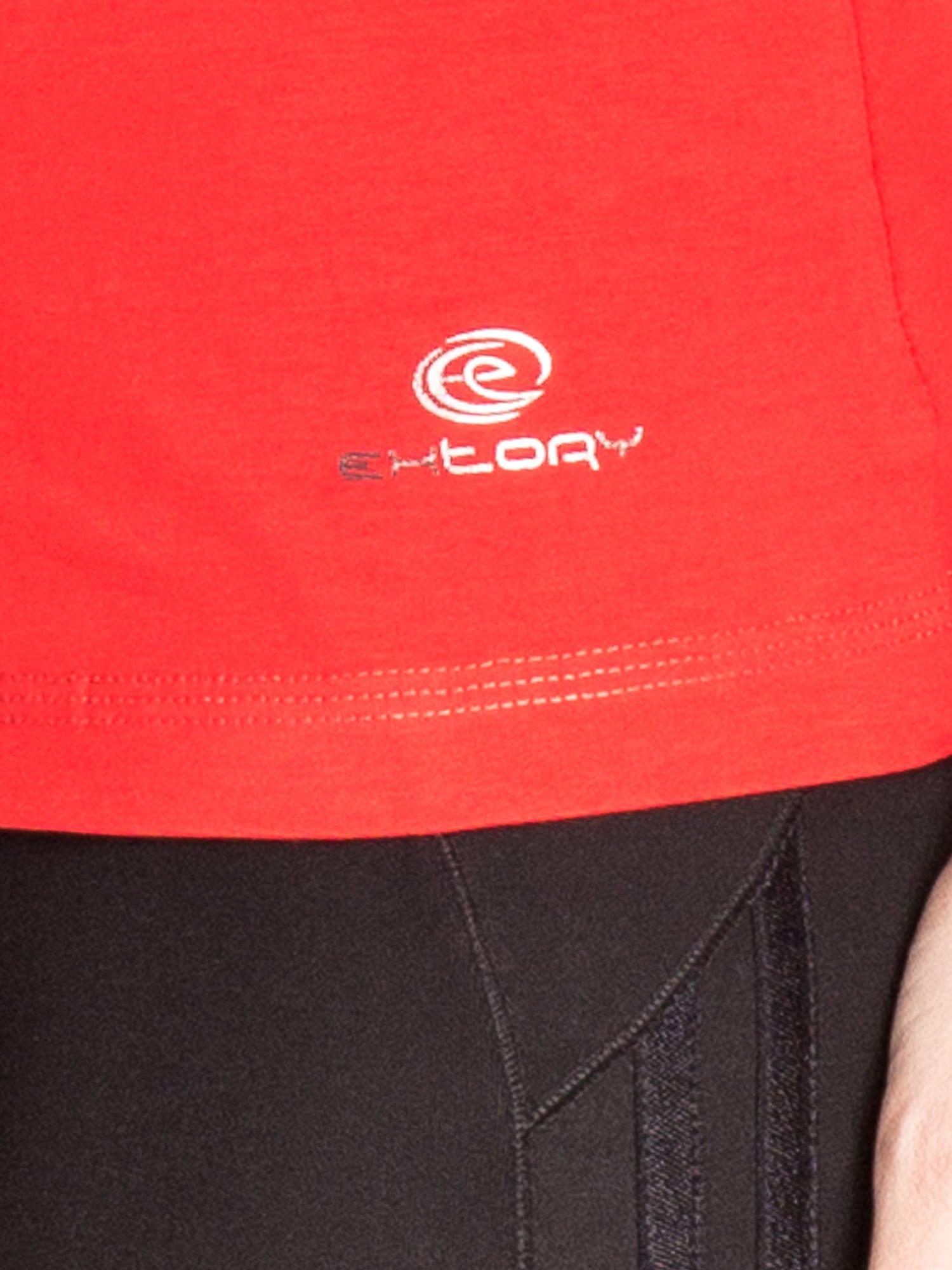 Czerwona gładka bluzka sportowa z dekoltem U PLUS SIZE                                  zdj.                                  5
