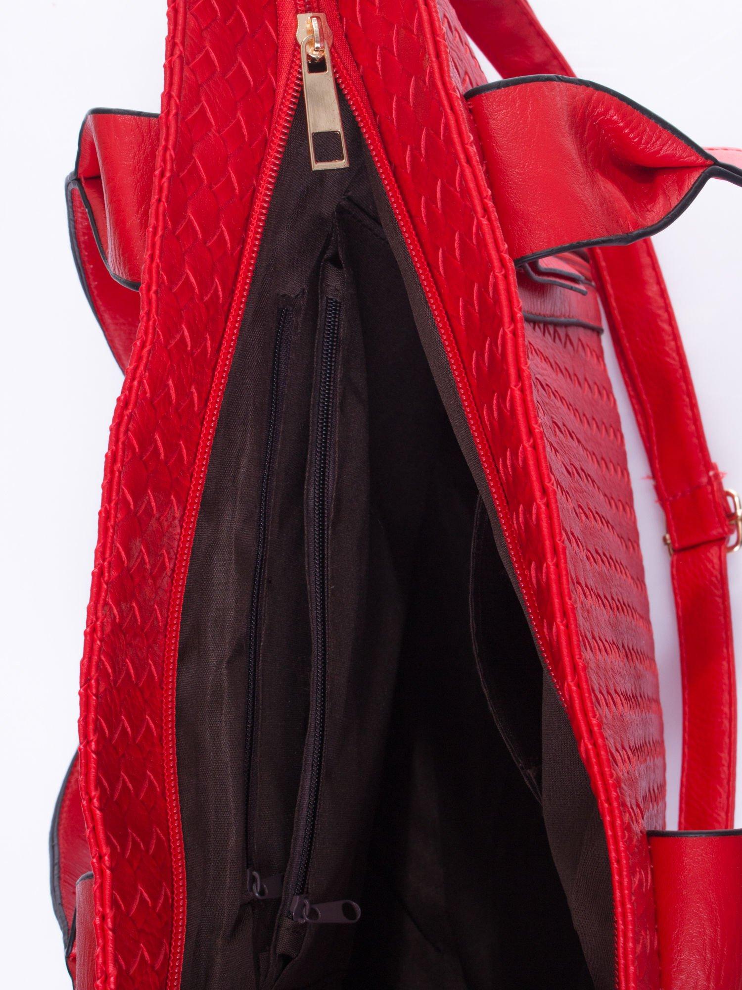 Czerwona pleciona torebka z suwakami                                  zdj.                                  5