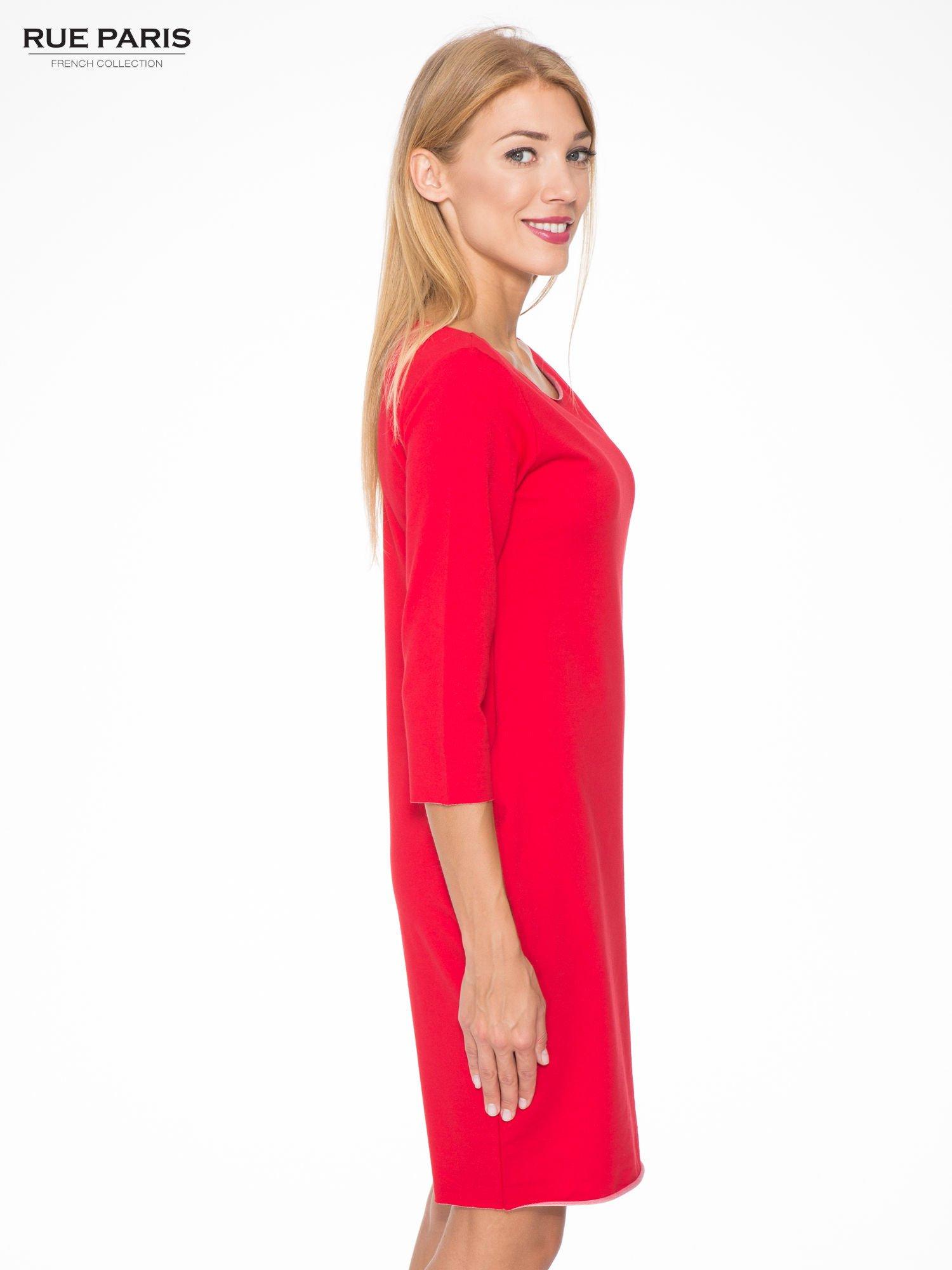 Czerwona prosta sukienka z surowym wykończeniem i kieszeniami                                  zdj.                                  3
