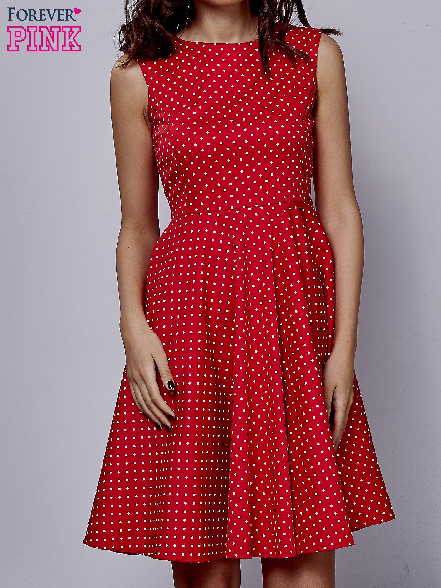 7d700144 Czerwona rozkloszowana sukienka w groszki