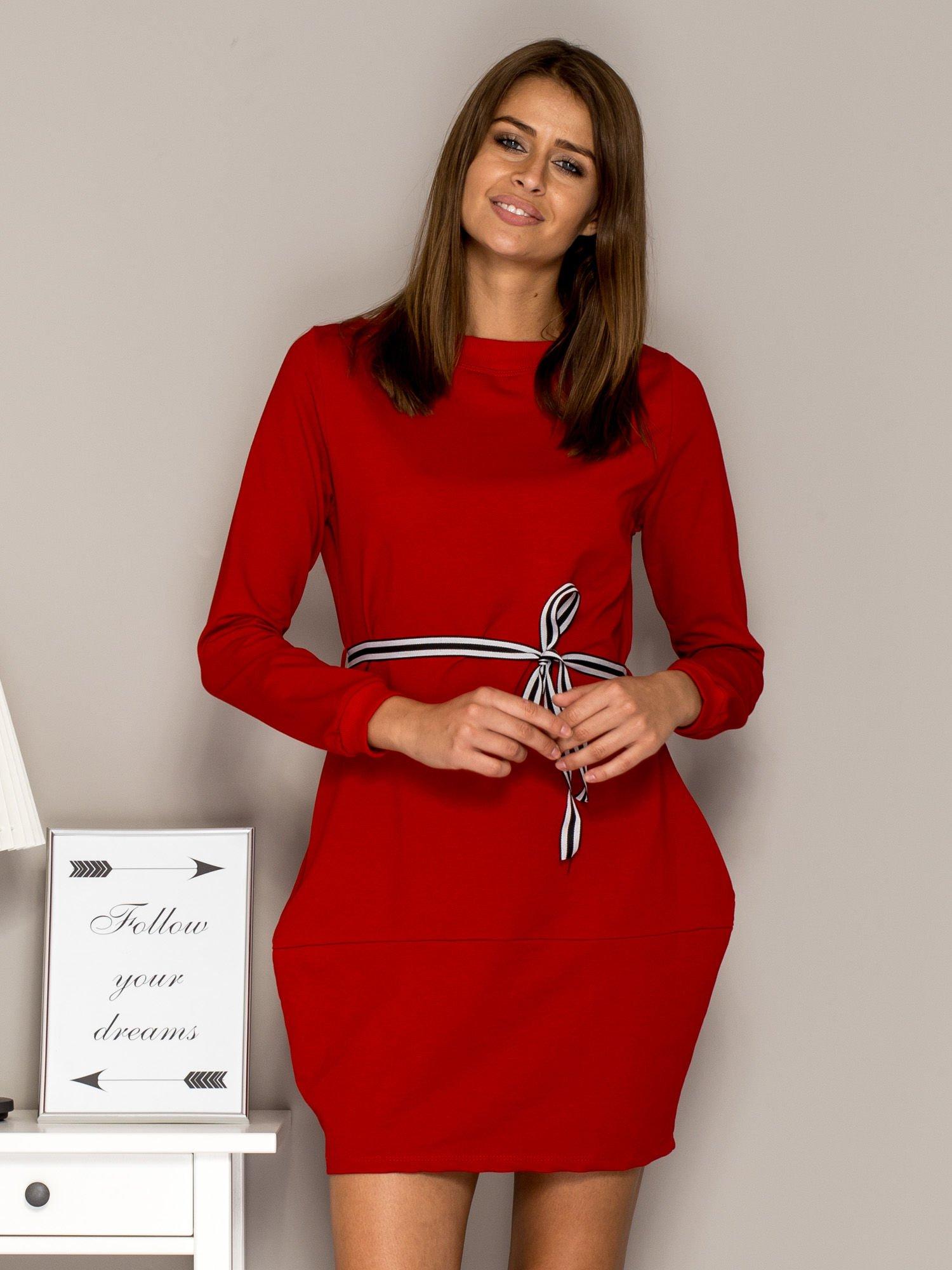 3bb4429eef Czerwona sukienka dresowa z wiązaniem - Sukienka na co dzień - sklep ...