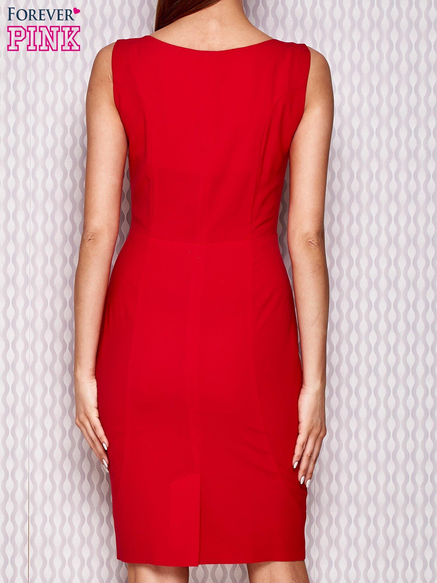 d7c79de759 Czerwona sukienka koktajlowa z suwakiem i marszczeniem - Sukienka  koktajlowa - sklep eButik.pl