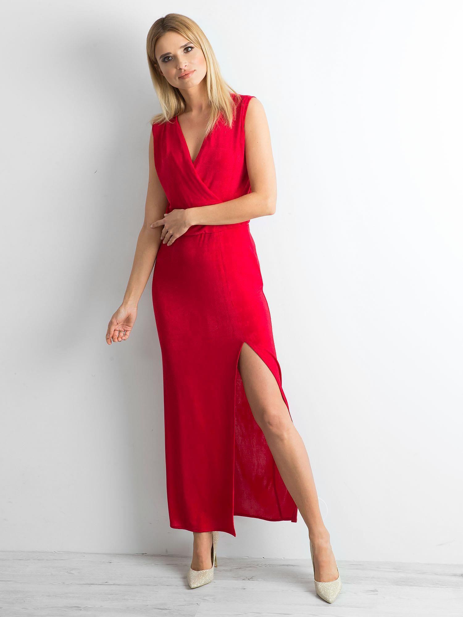 cb515857 Czerwona sukienka maxi z rozcięciem
