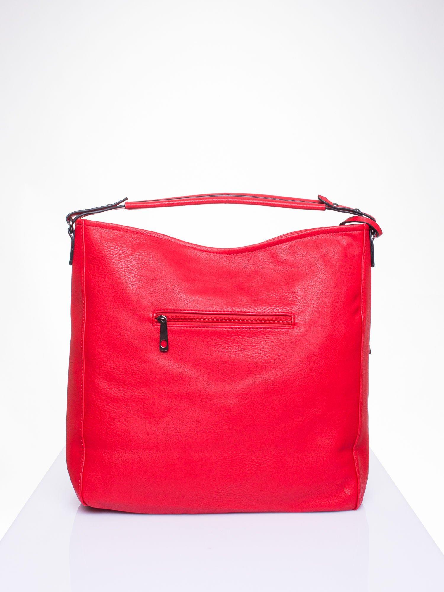 Czerwona torba hobo z suwakami po bokach                                  zdj.                                  3